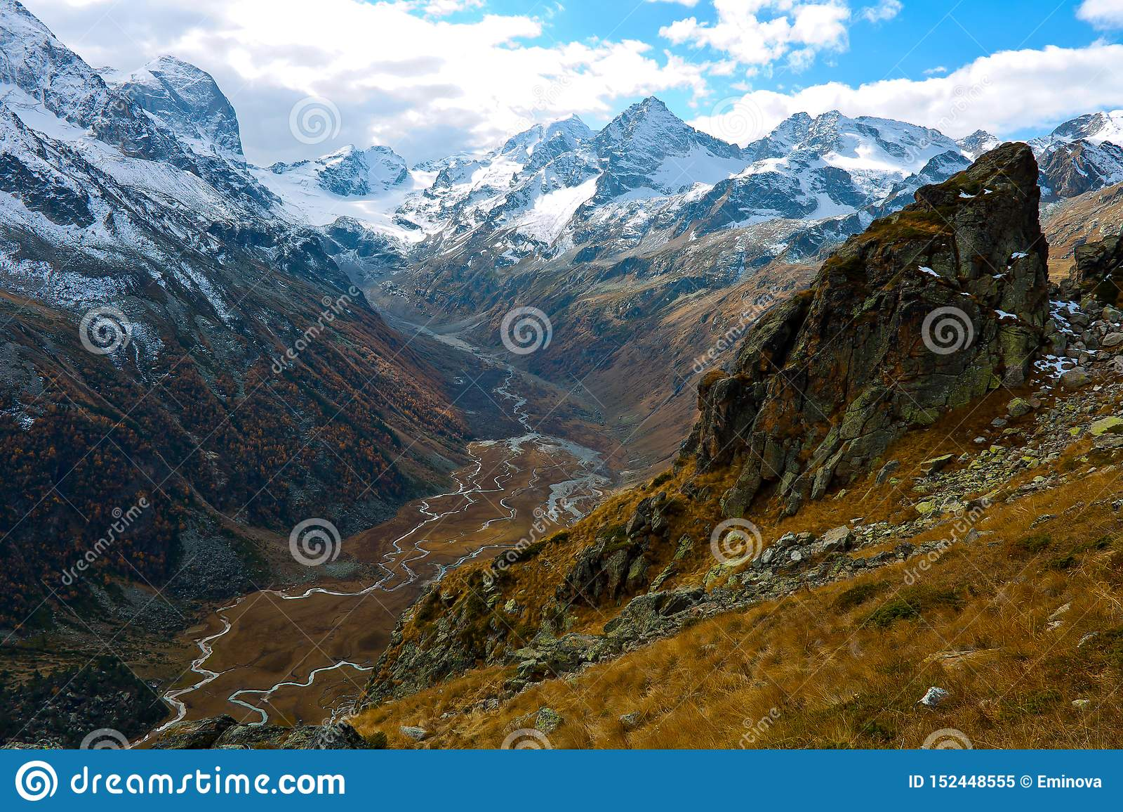 Gola di Caucaso nella valle del fiume Myrda