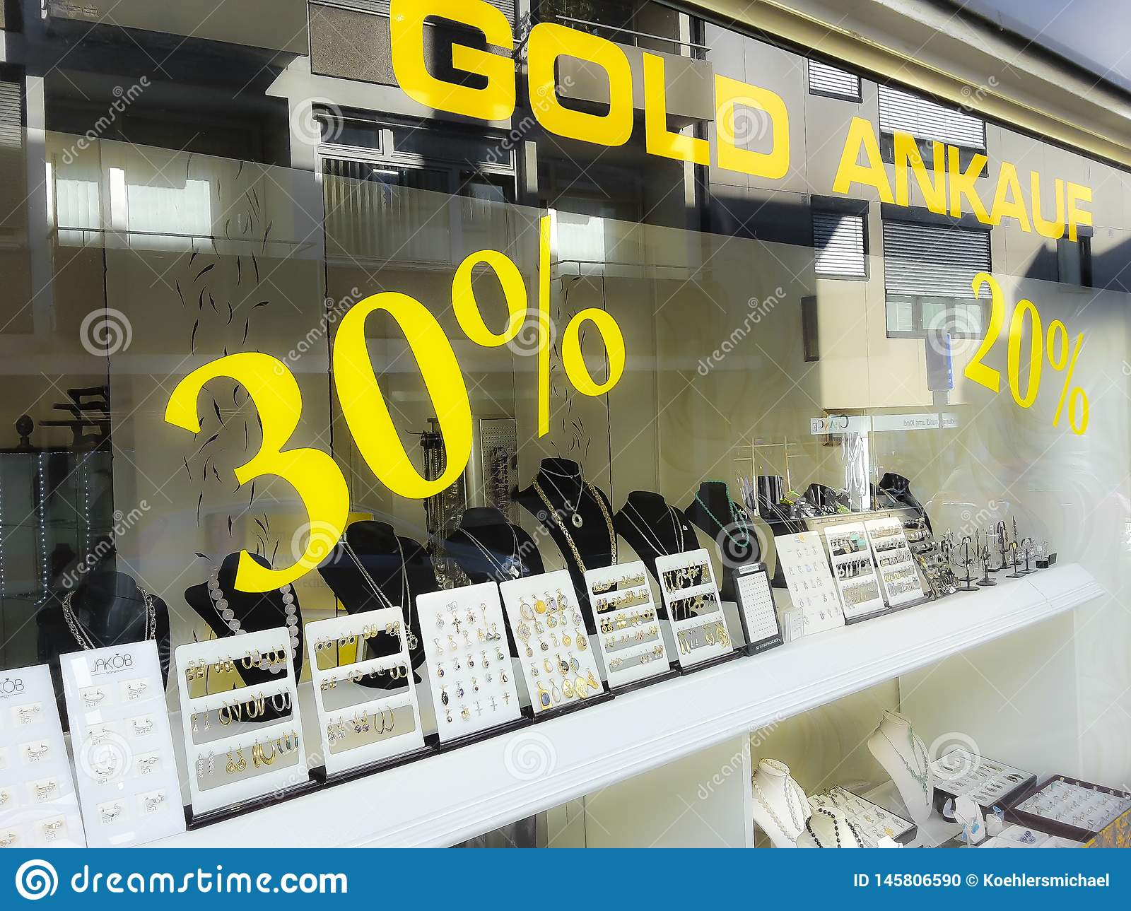 Gold buying and selling shop, purchase, percent signs