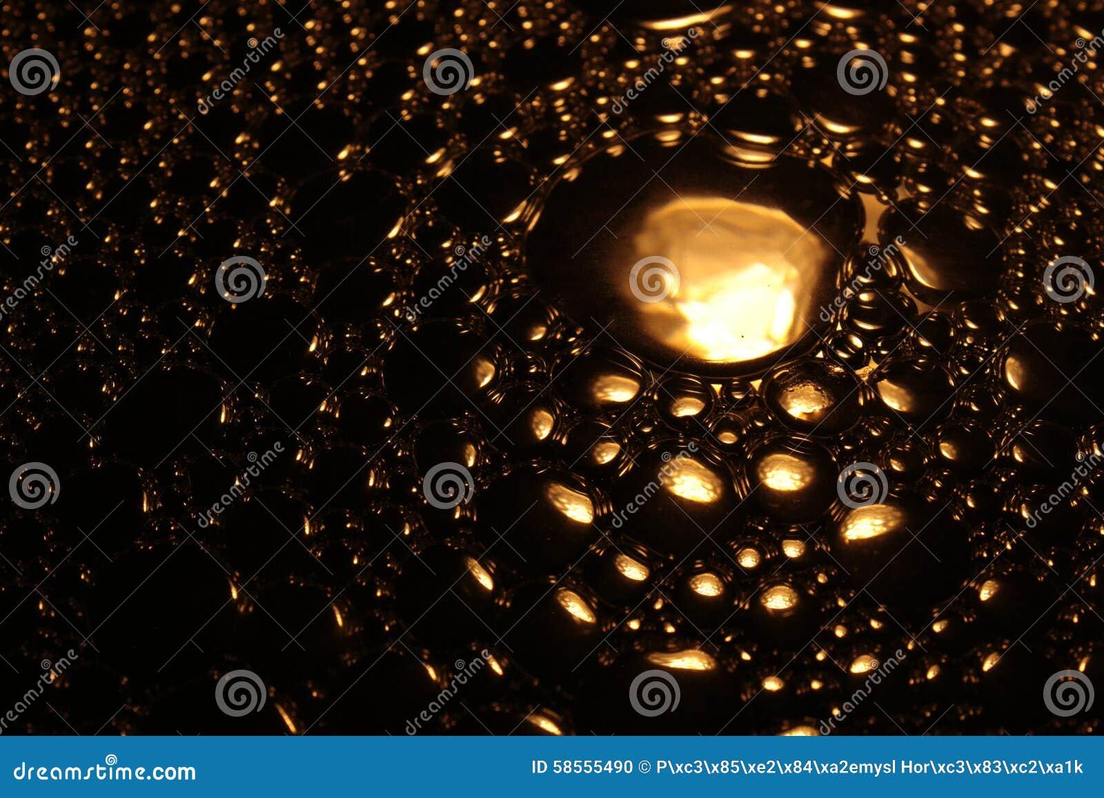 Gold farbige Wasserblase