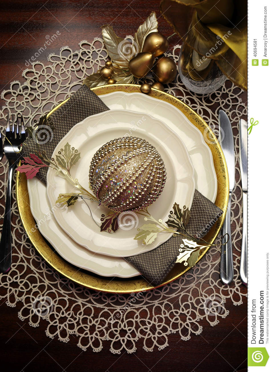 Gold metallic theme christmas formal dinner table place for Latest dinner table