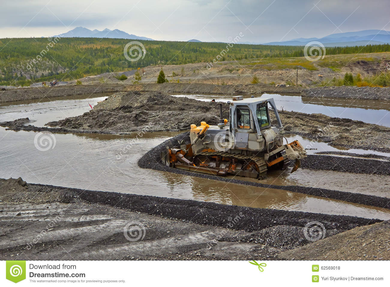 Gold mining in Susuman. The bulldozer and derocker