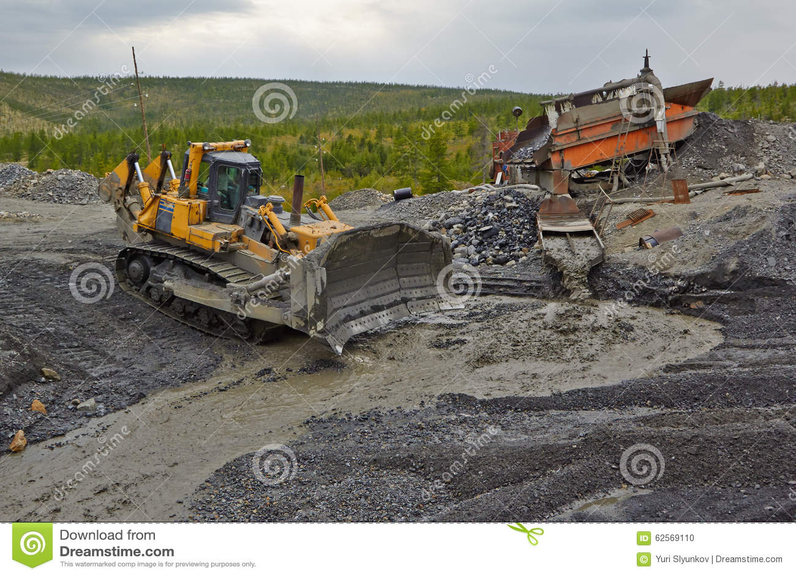 Gold mining in Susuman. The bulldozer and derocker
