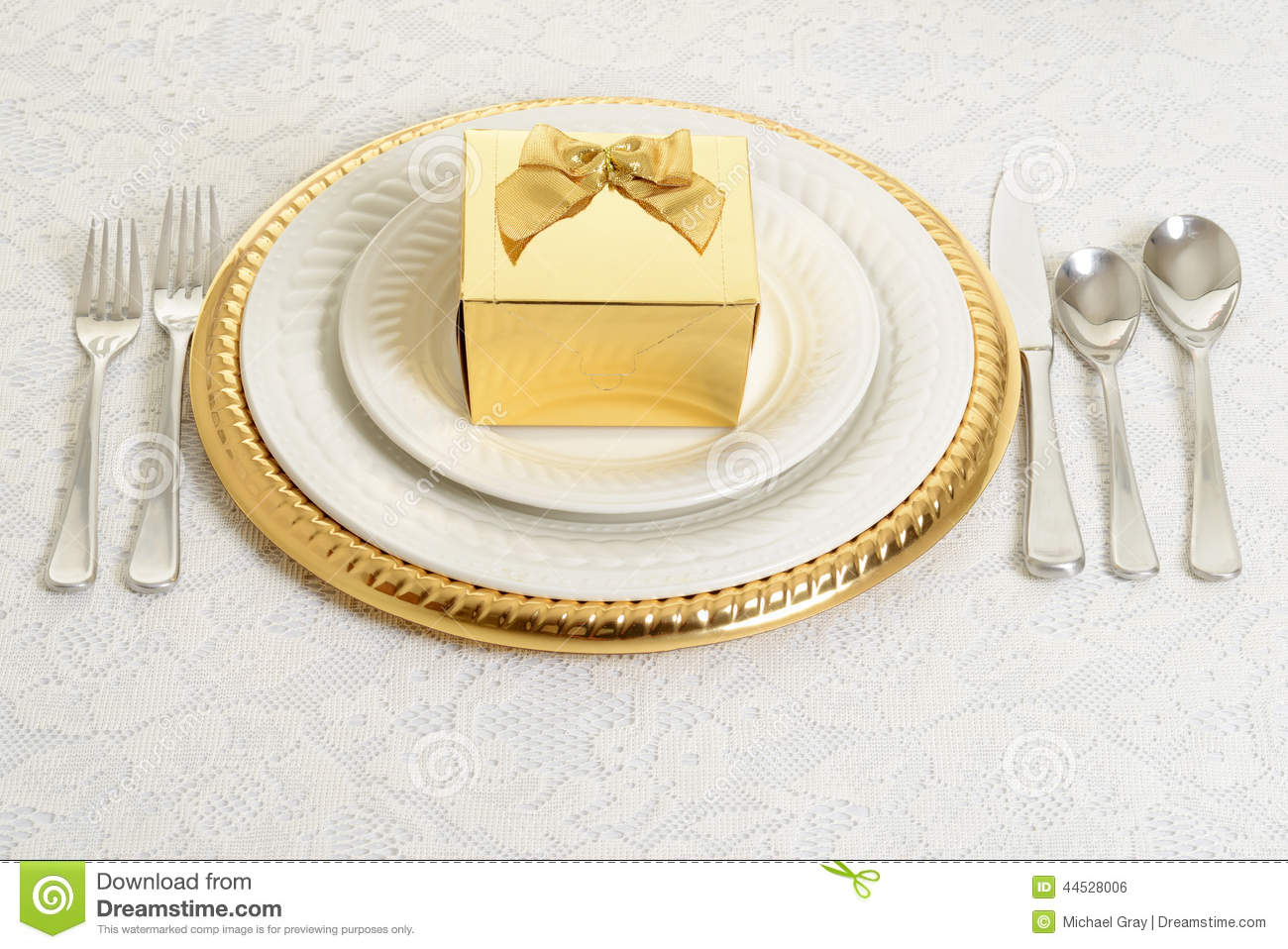 Gold and silver table setting  sc 1 st  Dreamstime.com & Gold And Silver Table Setting Stock Photo - Image of empty cutlery ...