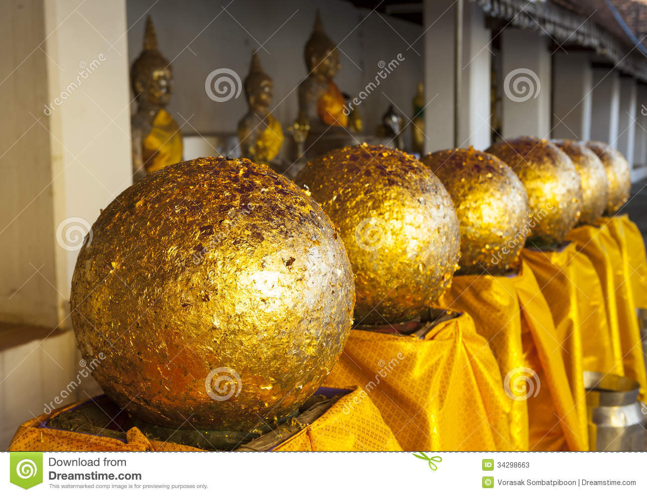 The series of golden ball in wat pratat chair hang nan province