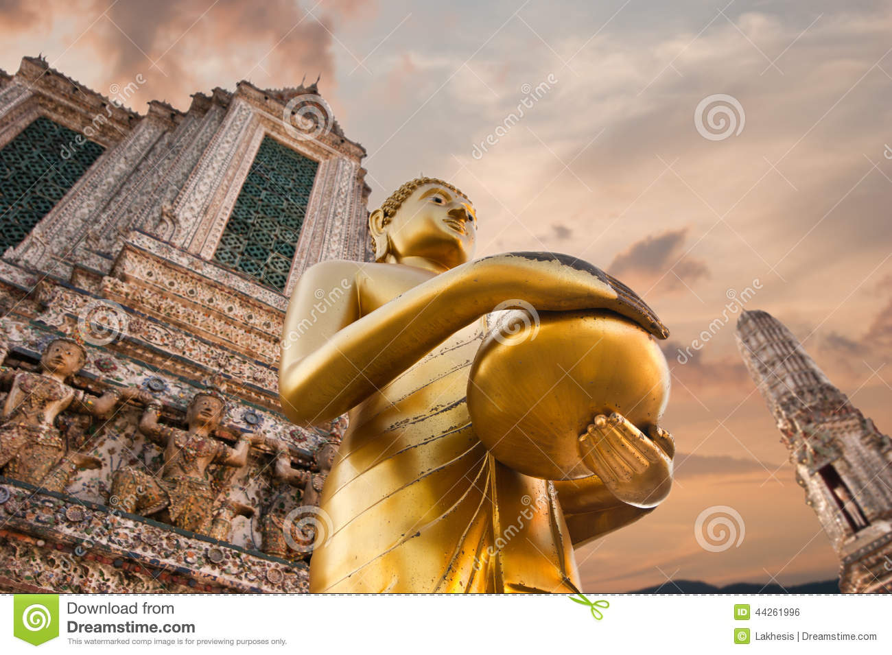 Golden Buddha in Wat Arun or Temple of Dawn. Thailand