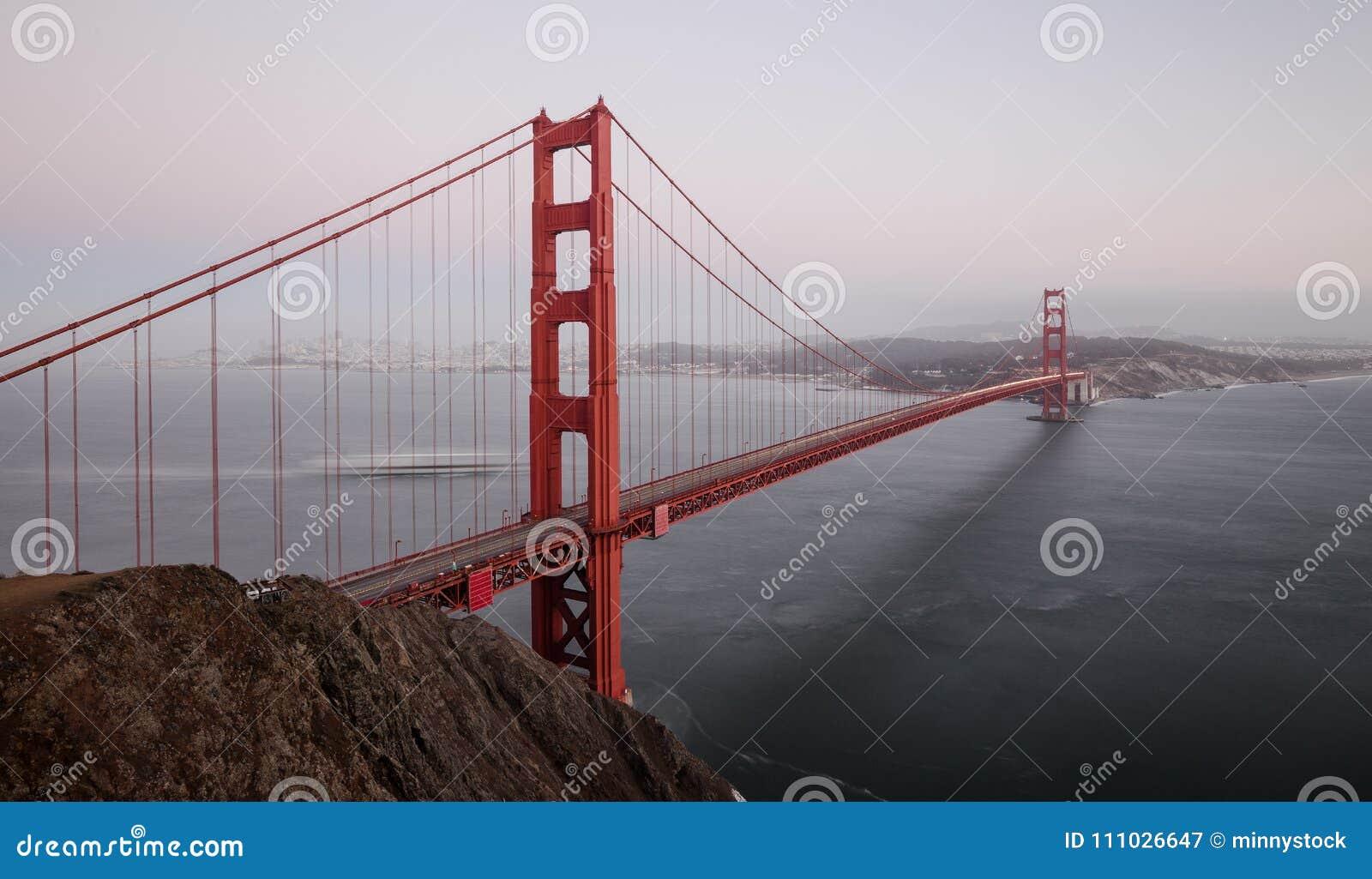 Golden gate bridge in der Dämmerung, San Francisco, Kalifornien, USA