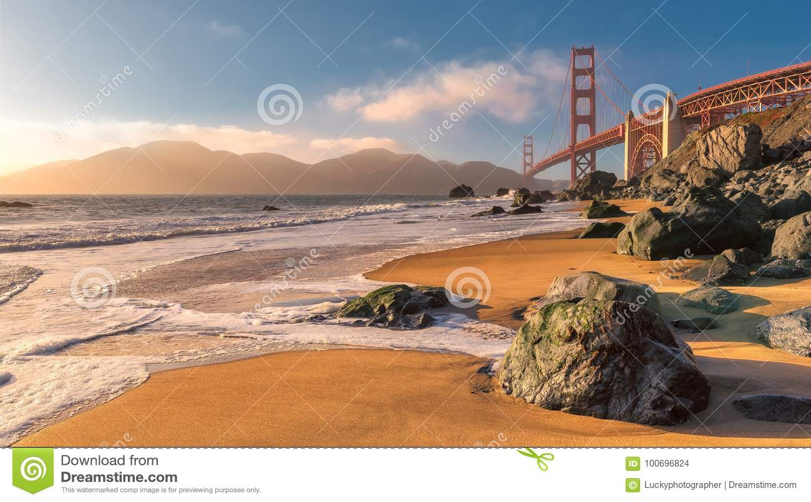 Golden gate bridge em San Francisco no por do sol