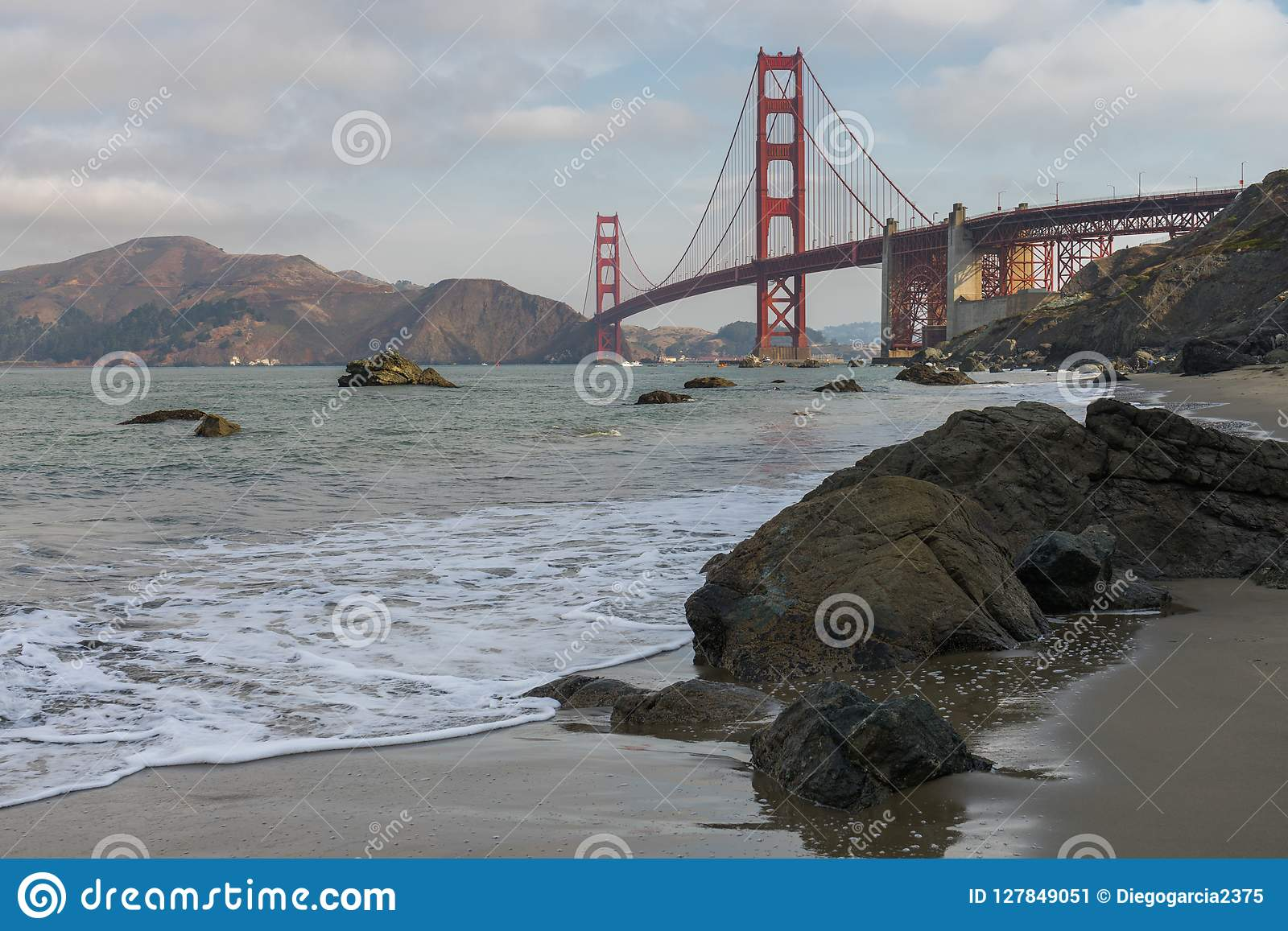 Golden gate bridge-Golven het Verpletteren
