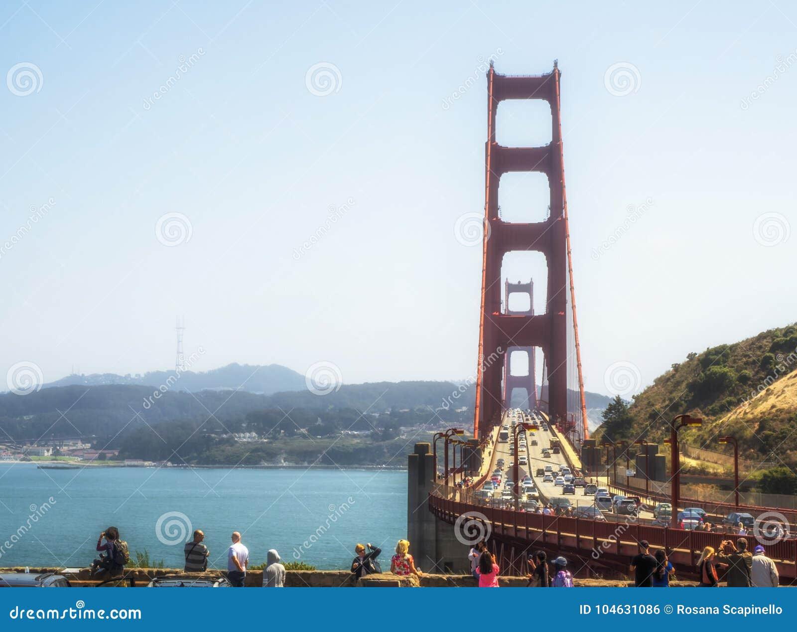 Download Golden Gate Bridge Op 16 Augustus, 2017 - San Francisco, Californië, CA Redactionele Foto - Afbeelding bestaande uit amerika, vakantie: 104631086