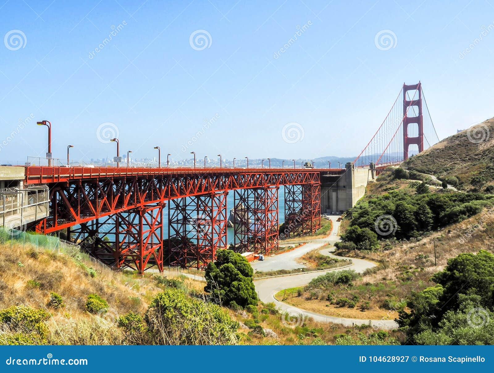 Download Golden Gate Bridge - San Francisco, Californië, CA Stock Afbeelding - Afbeelding bestaande uit heuvel, panorama: 104628927