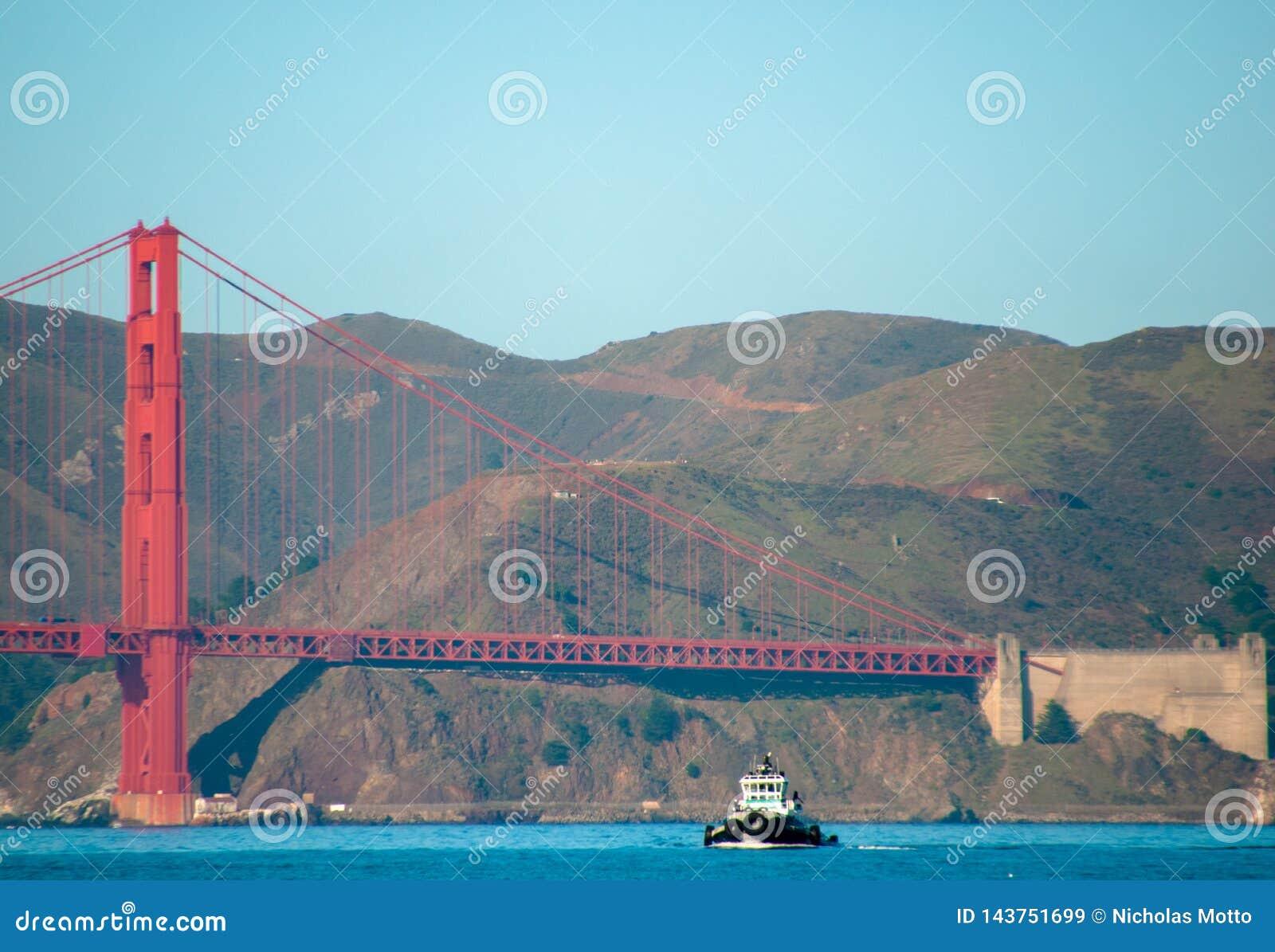 Golden gate bridge-Sleepboot