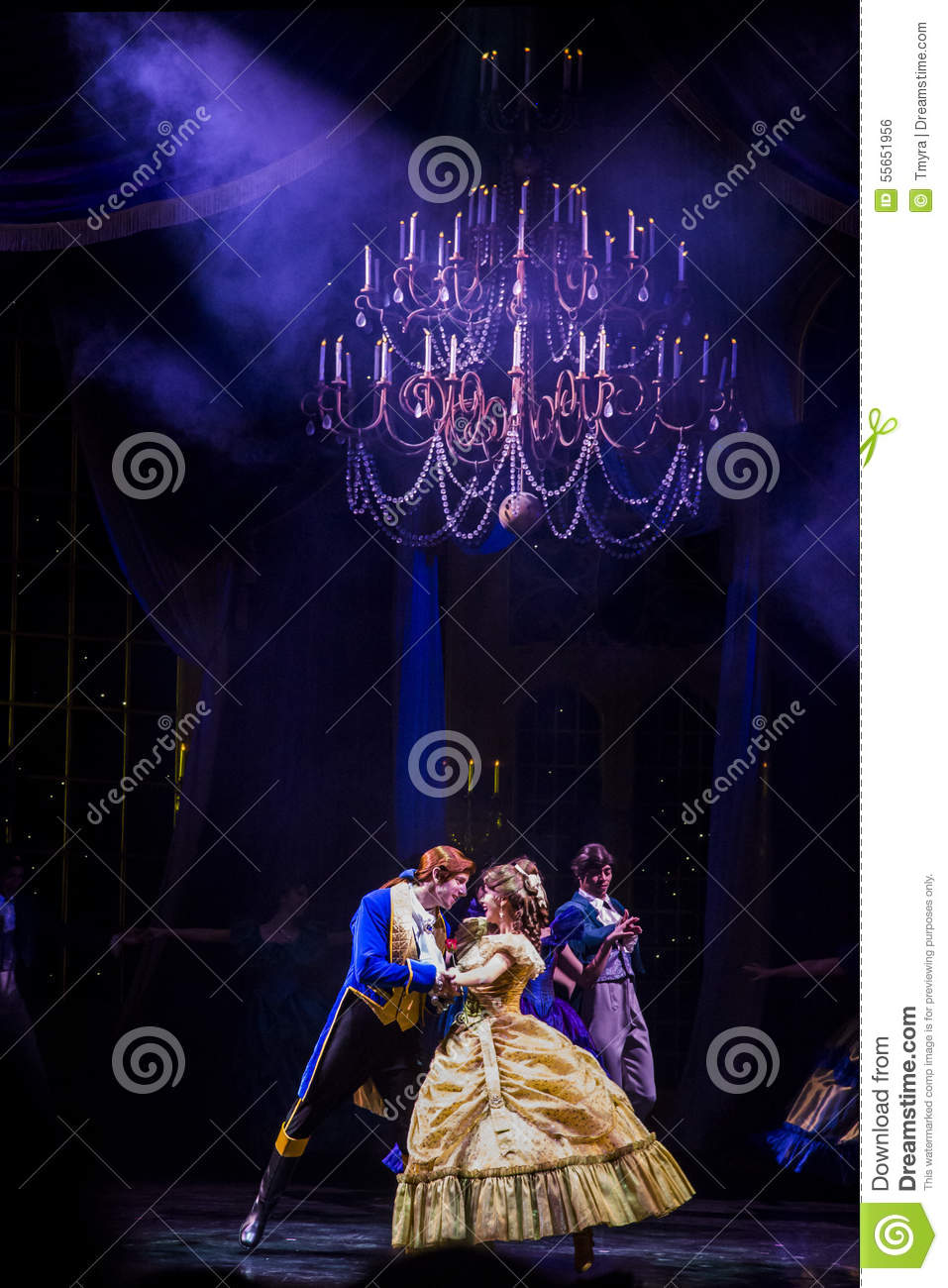 Hong kong disneyland golden mickey show the beauty and the beast