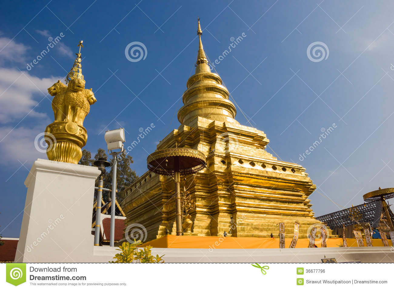 Chom Thong Thailand  city photo : Golden Pagoda at Wat Phra That Sri Chom Thong, Thailand.