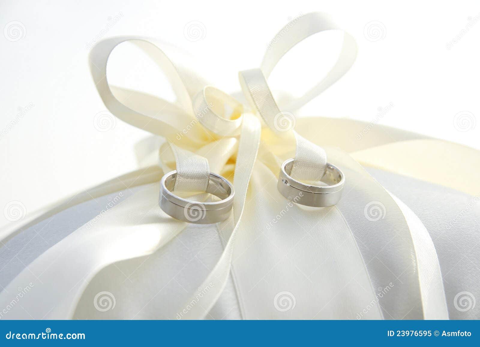 anne holder ivory ring engagement pillow index oreiller wedding new ios cushion