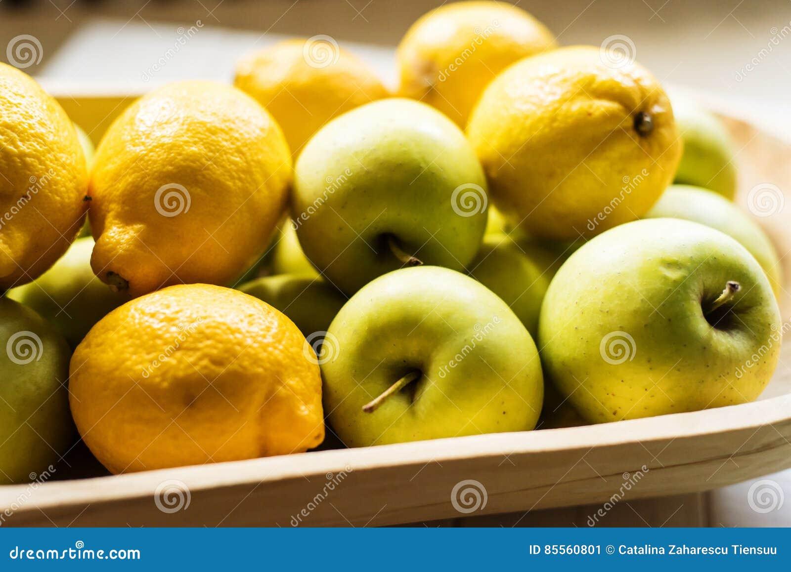 Goldene Äpfel und Zitronen