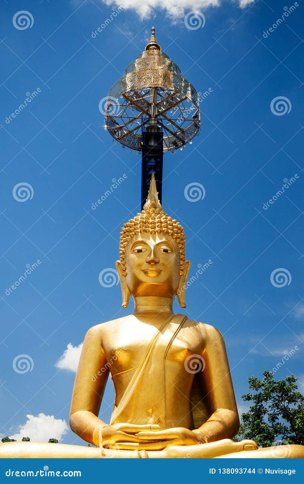 Goldene Buddha-Statue von Khao Kradong, Buriram - Thailand