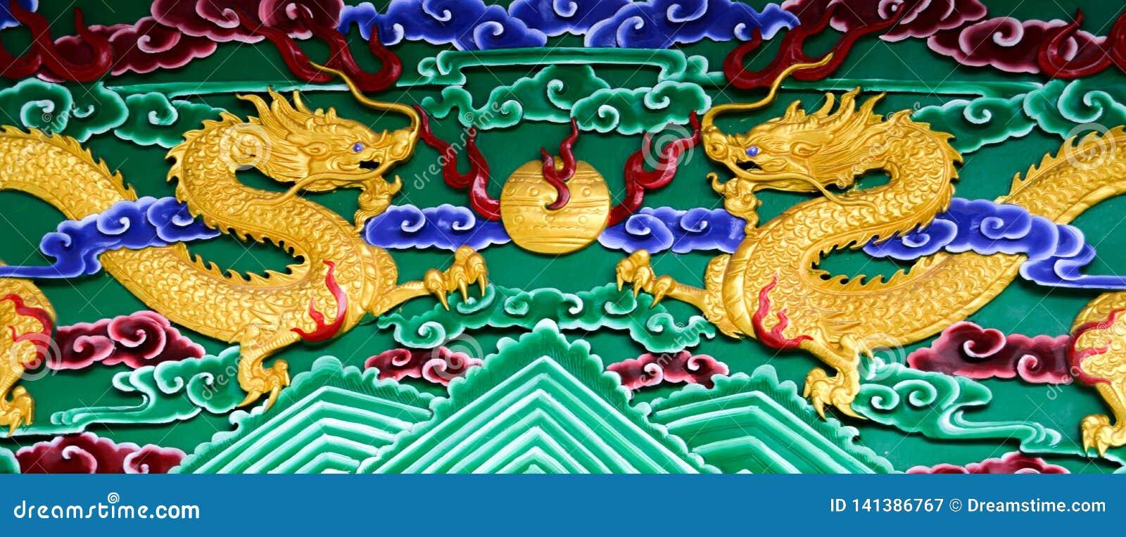 Goldene Drachen auf einer Ferninsel in China