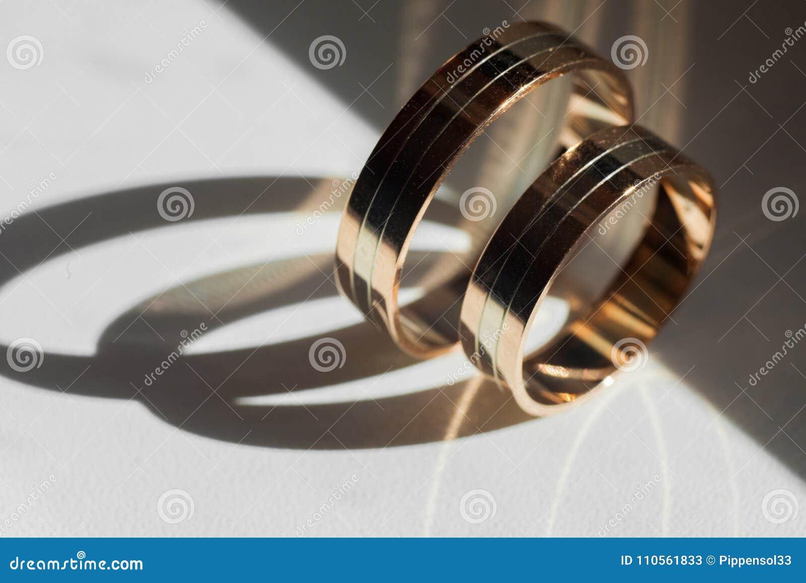 Goldene Hochzeits-Ringe