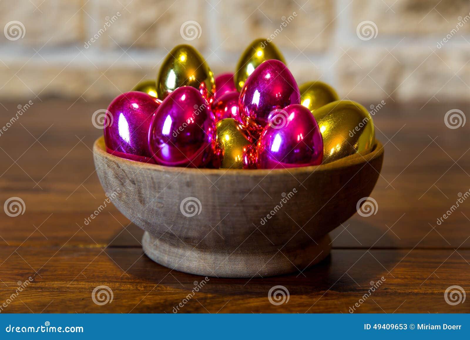 Download Goldene und rosa Ostereier stockbild. Bild von gold, abschluß - 49409653