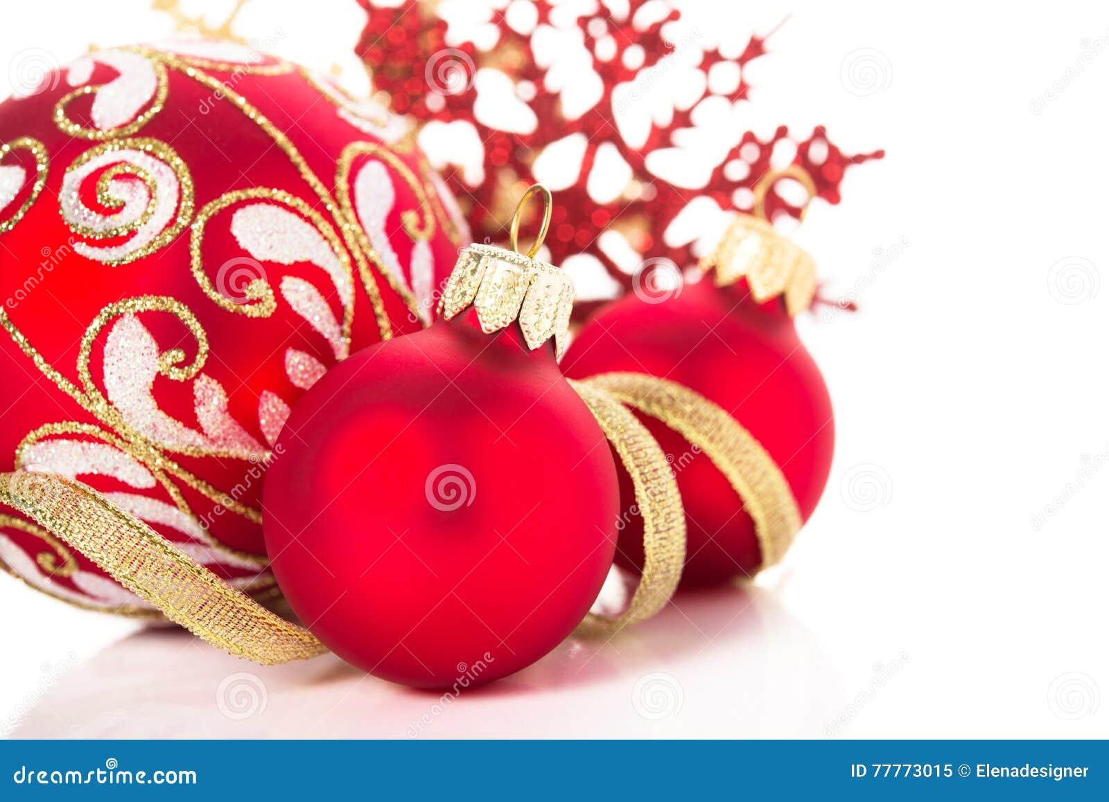 goldene und rote weihnachtsverzierungen auf wei em. Black Bedroom Furniture Sets. Home Design Ideas