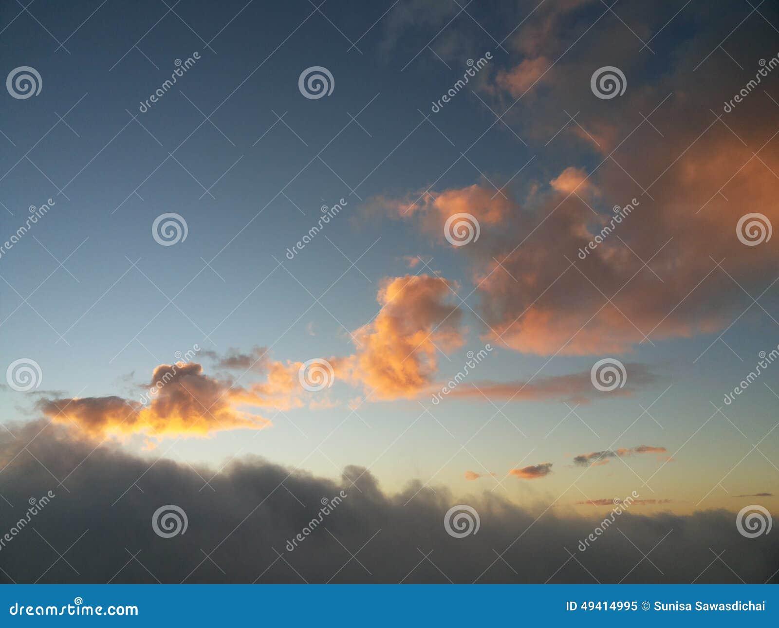 Download Goldene Wolke stockbild. Bild von golden, himmel, tageslicht - 49414995