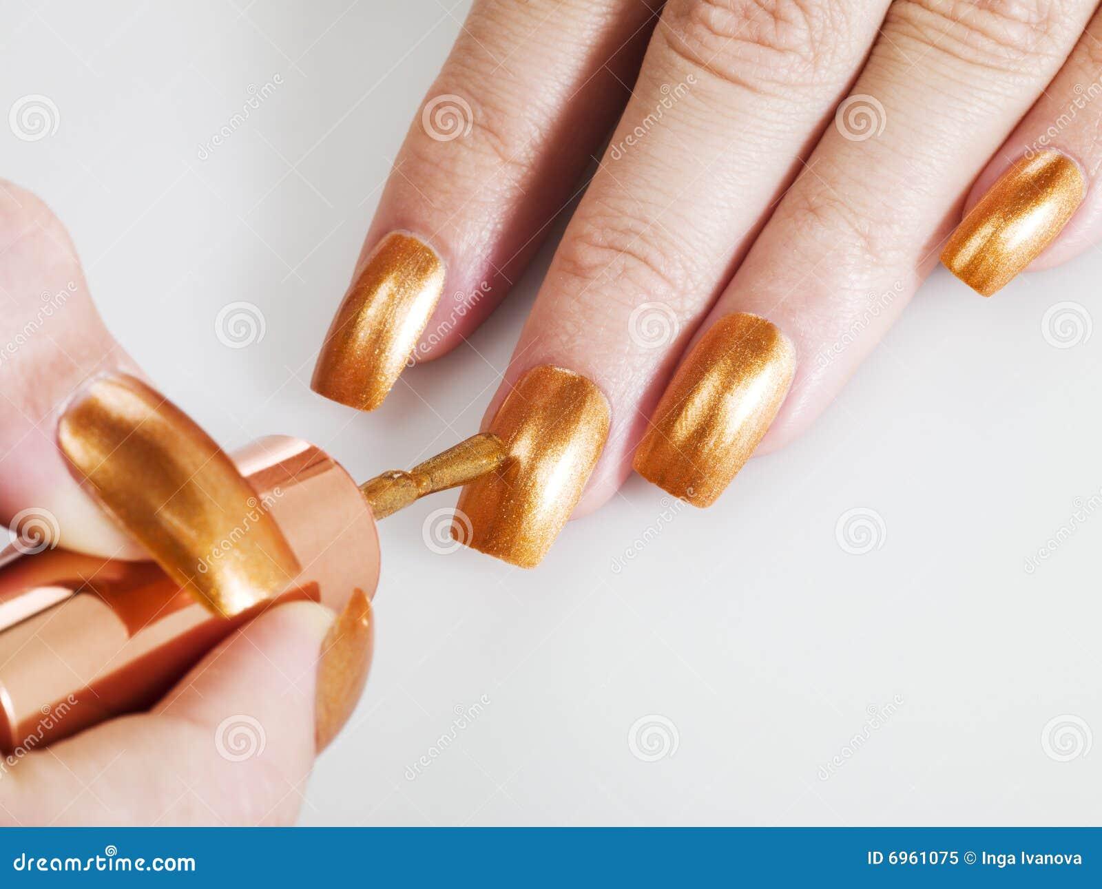 goldener nagellack lizenzfreies stockfoto bild 6961075. Black Bedroom Furniture Sets. Home Design Ideas