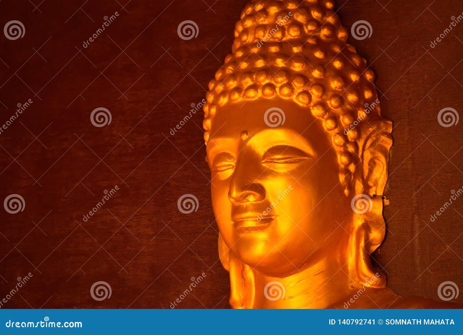 Goldenes farbiges Idol von Lord Buddha