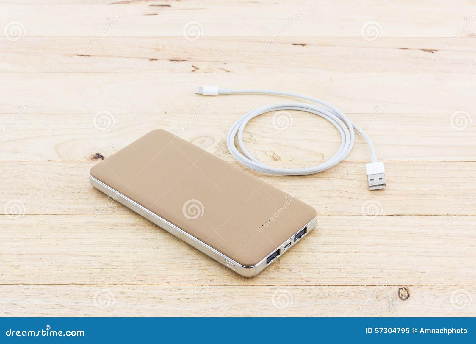 Goldenes Powerbank Und Usb Kabel Fr Smartphone Stockbild Bild Von Power Bank