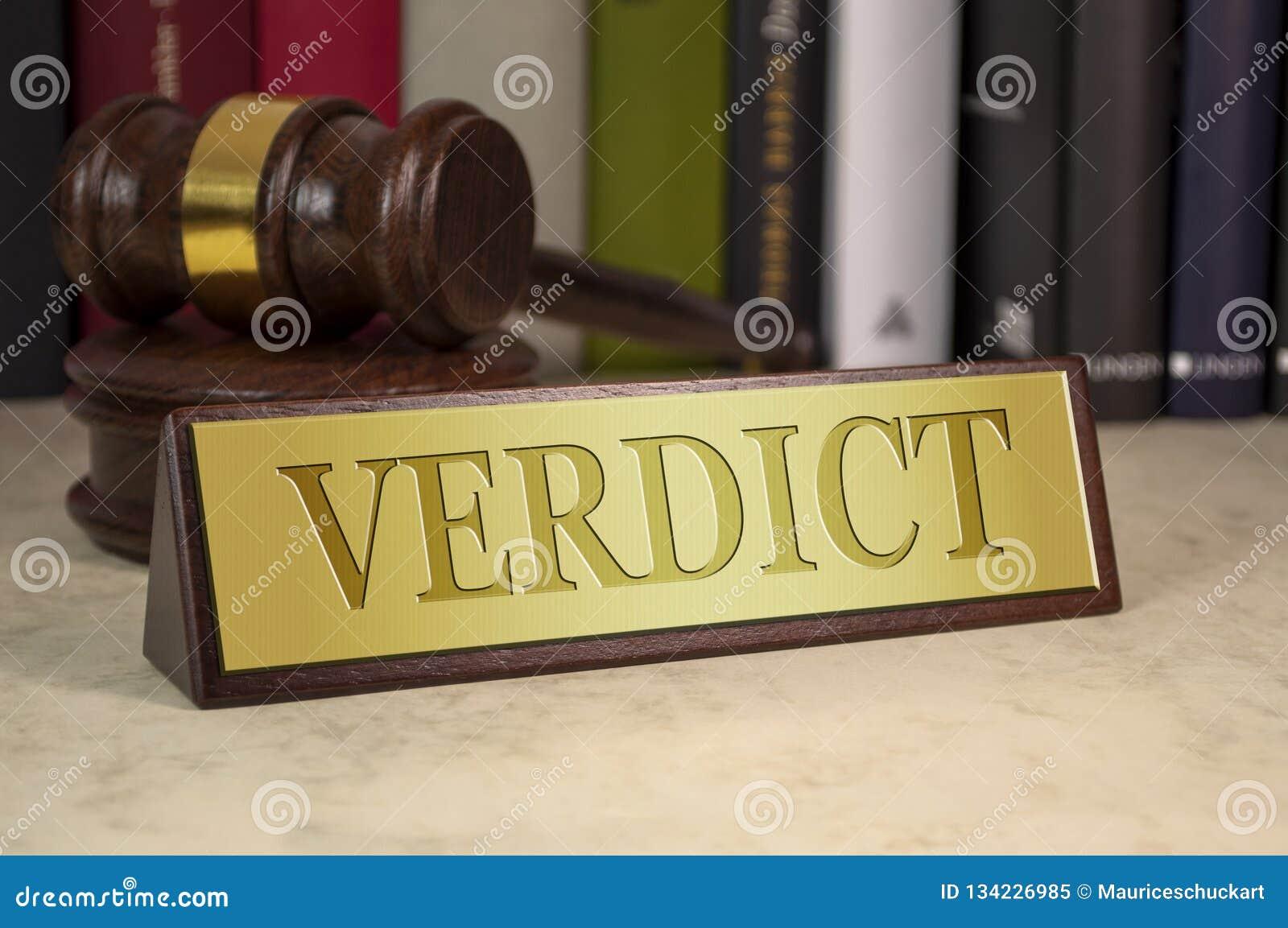Goldenes Zeichen mit Hammer und Urteilsspruch