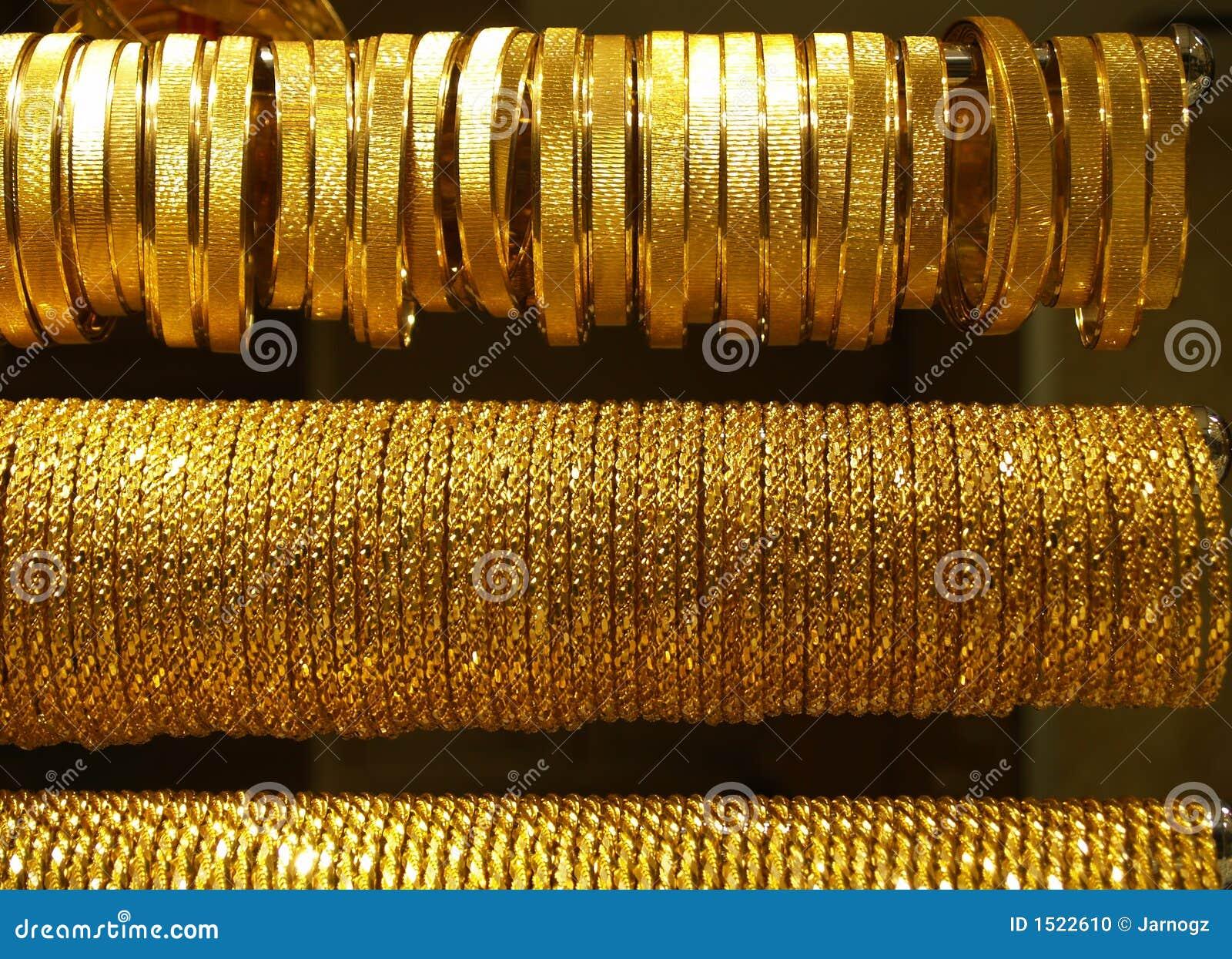 Goldhalsketten und -armbänder