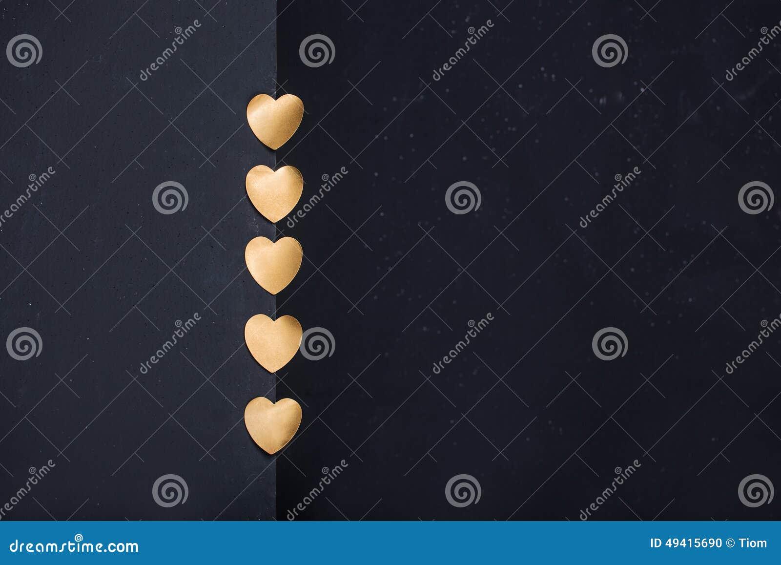 Download Goldherzen Auf Dunklem Hintergrund Stock Abbildung - Illustration von geschenk, feiertag: 49415690