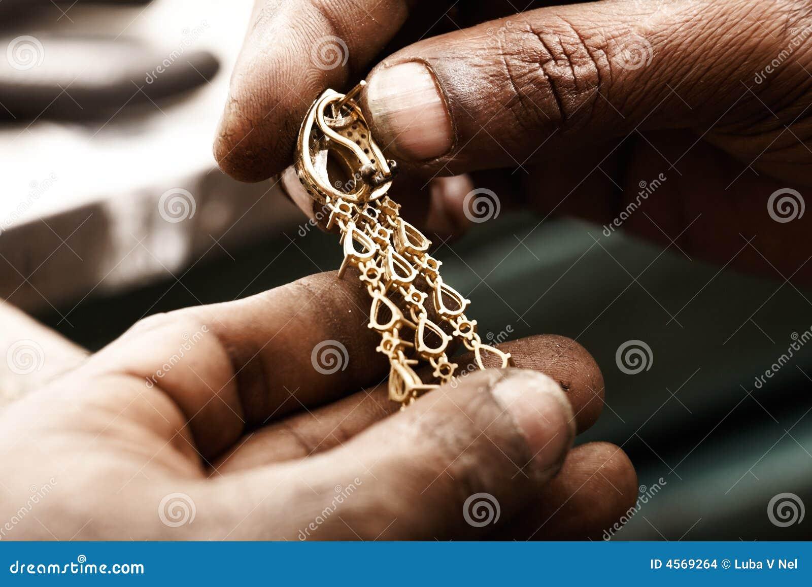 Goldschmied  Goldschmied Und Ohrring Stockbilder - Bild: 4569264
