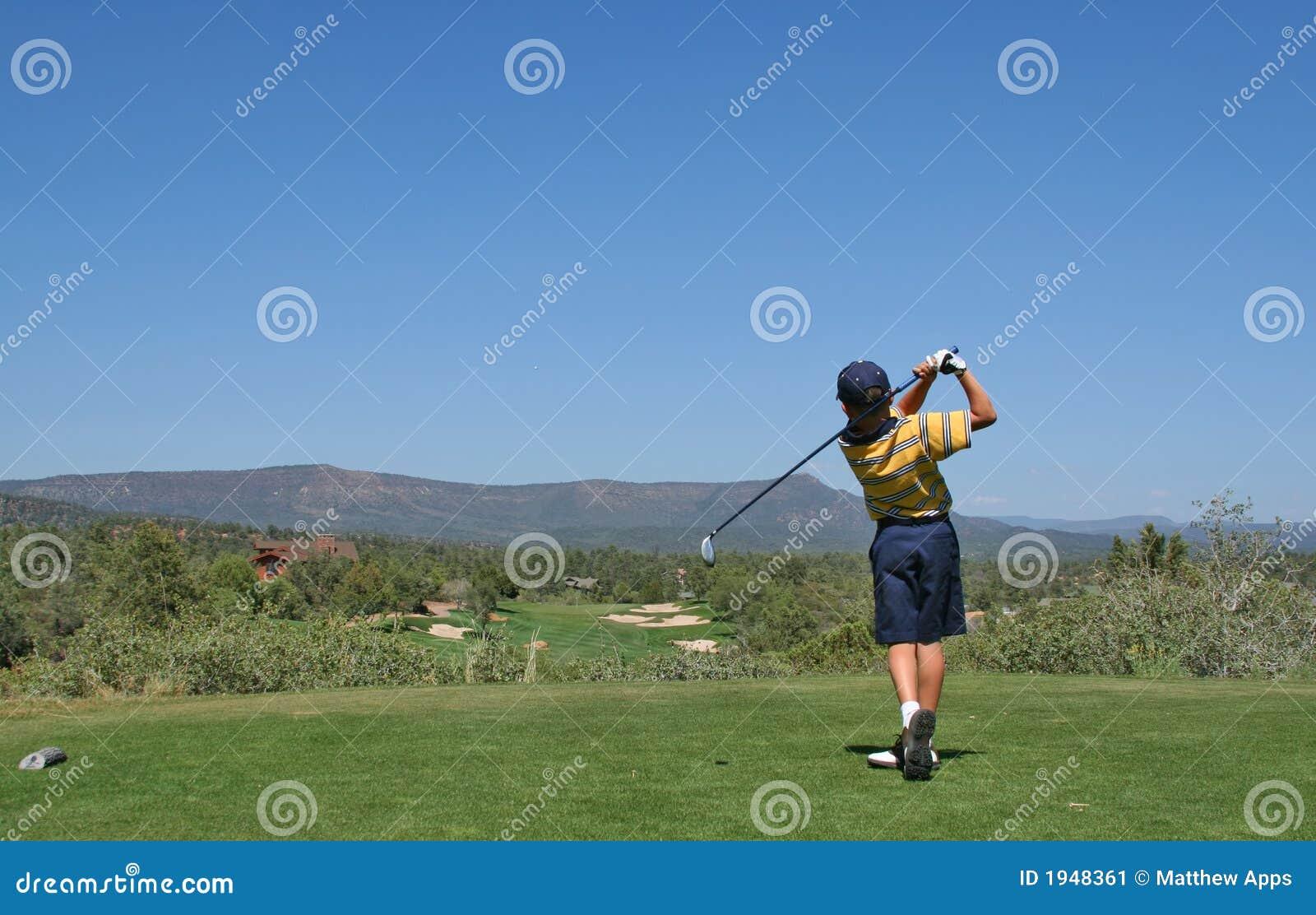Golf golfaren som slår skjutit barn