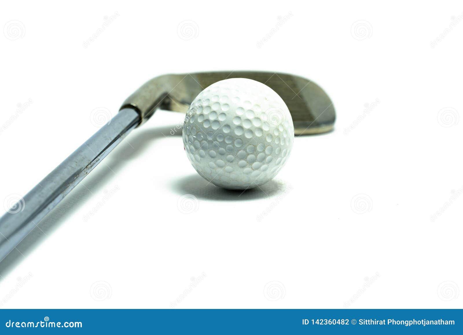 Golfbal en gols club op witte achtergrond