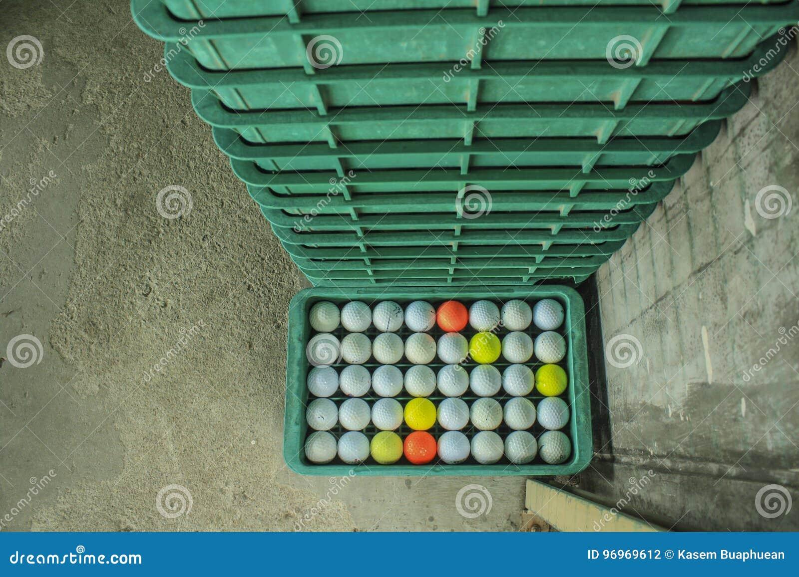 Golfbal op de cursus, Drijfwaaier