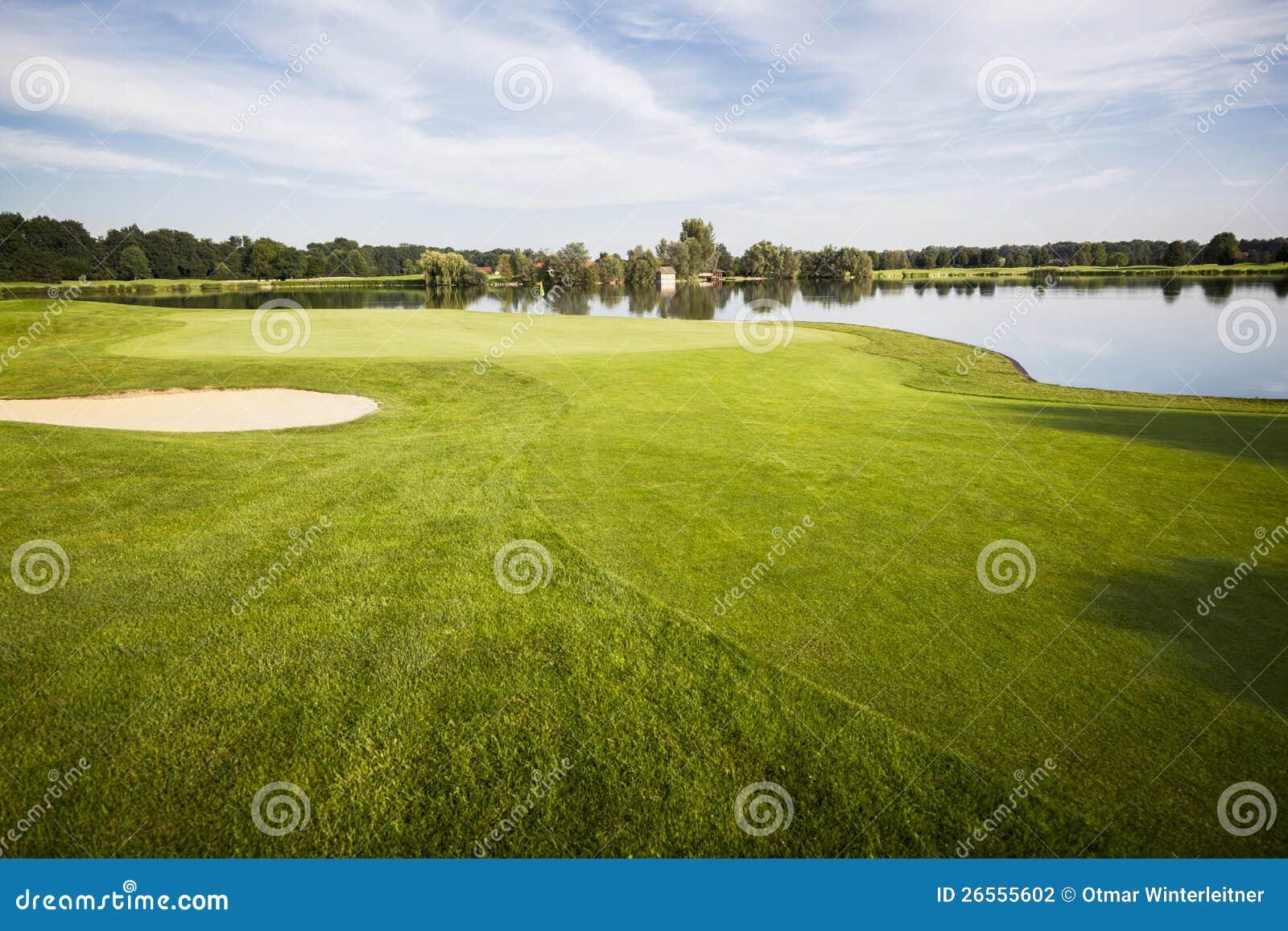 Golfbana med green.