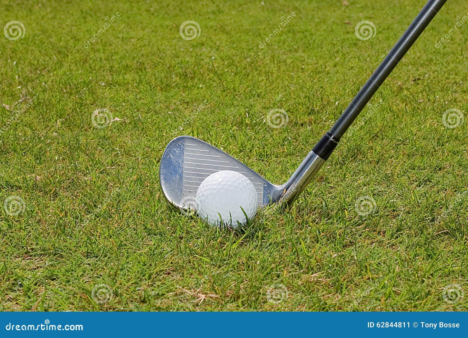 Golfboll och golfklubb