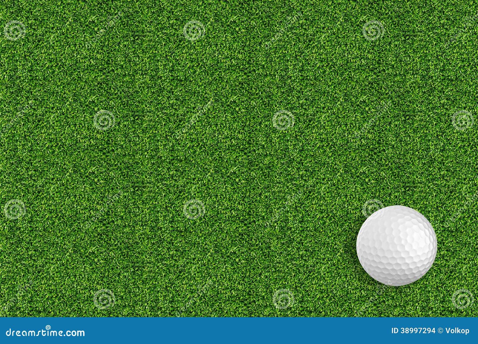 Golfboll på det gröna gräset av golfen