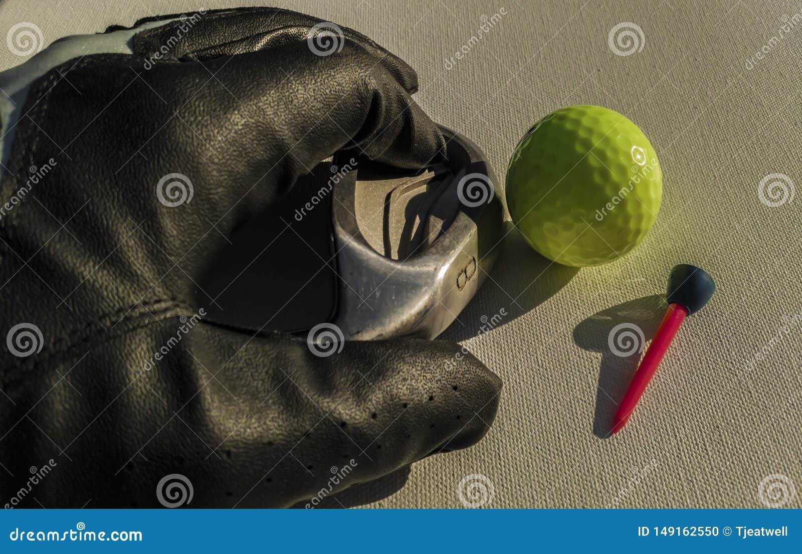 Golfbollklubba och handske
