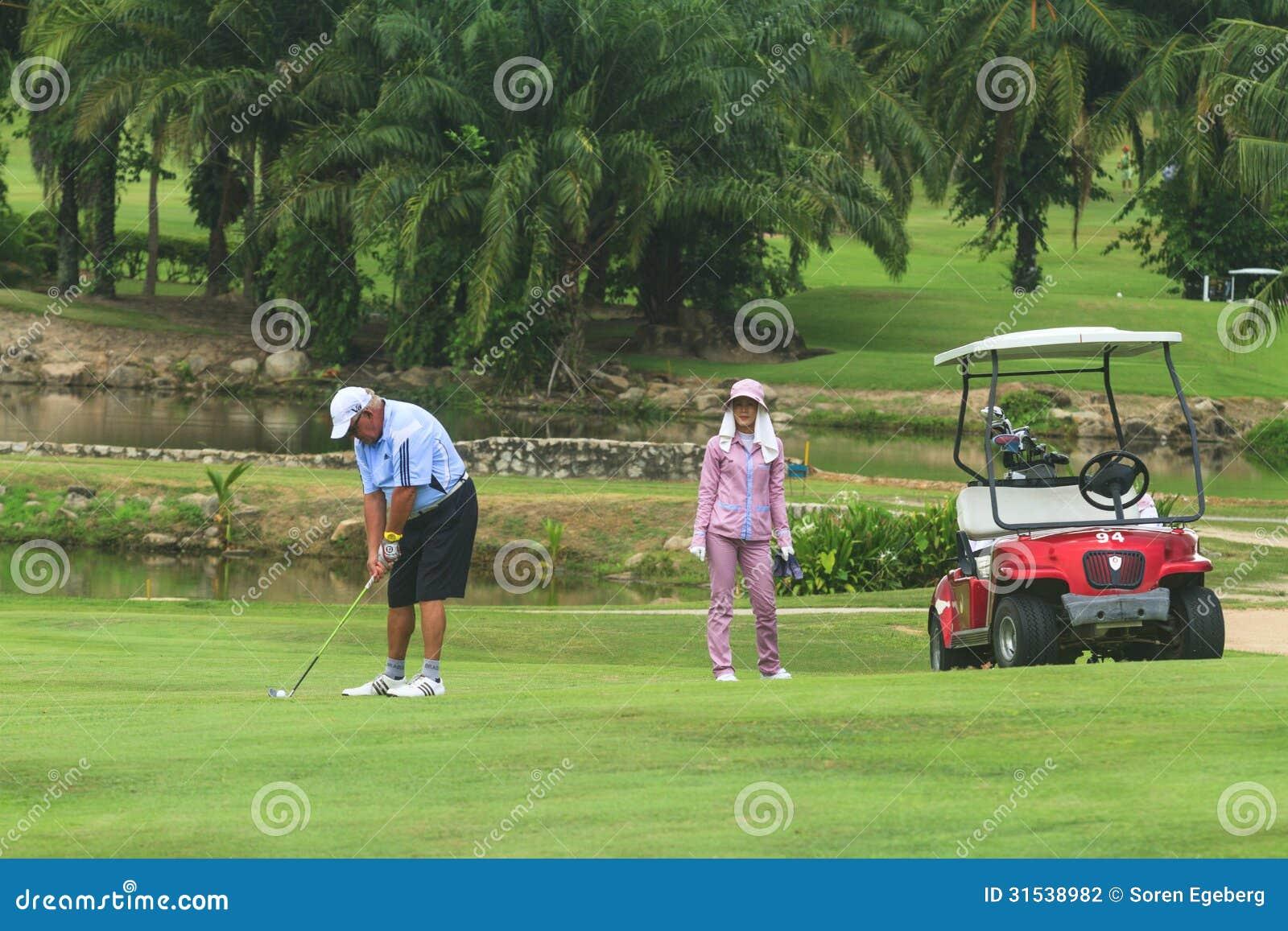 Golfeur sur le terrain de golf en Thaïlande