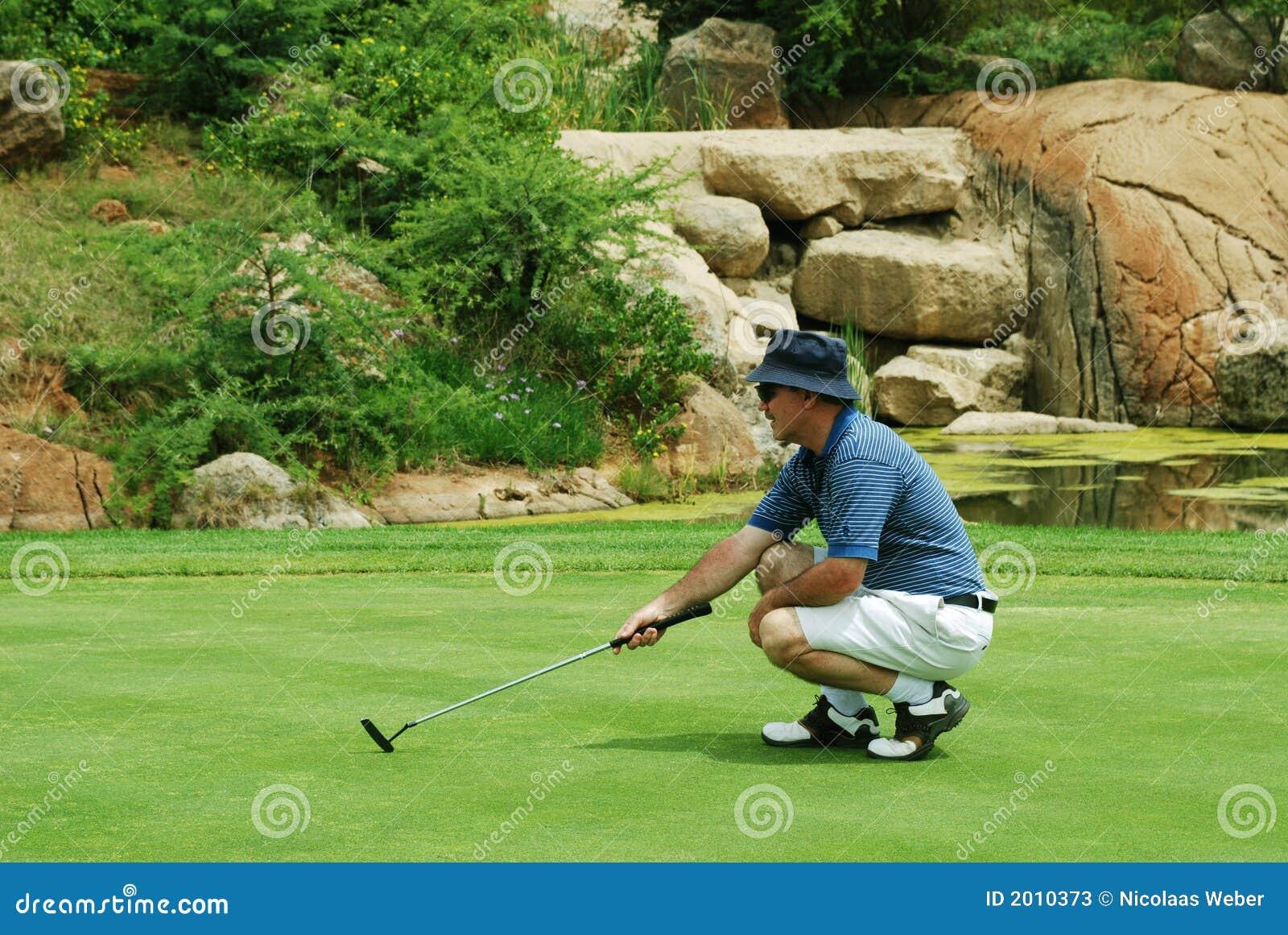 Golfeur sur le vert.