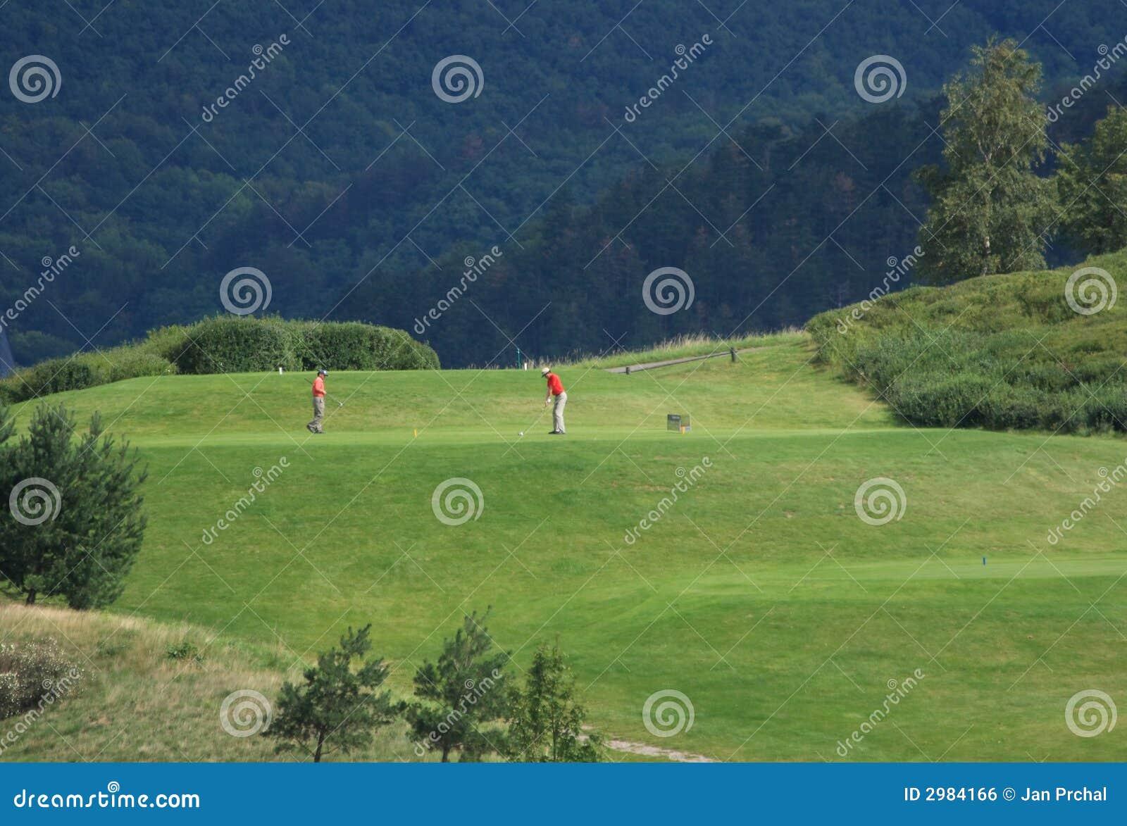 Golfeurs sur le té