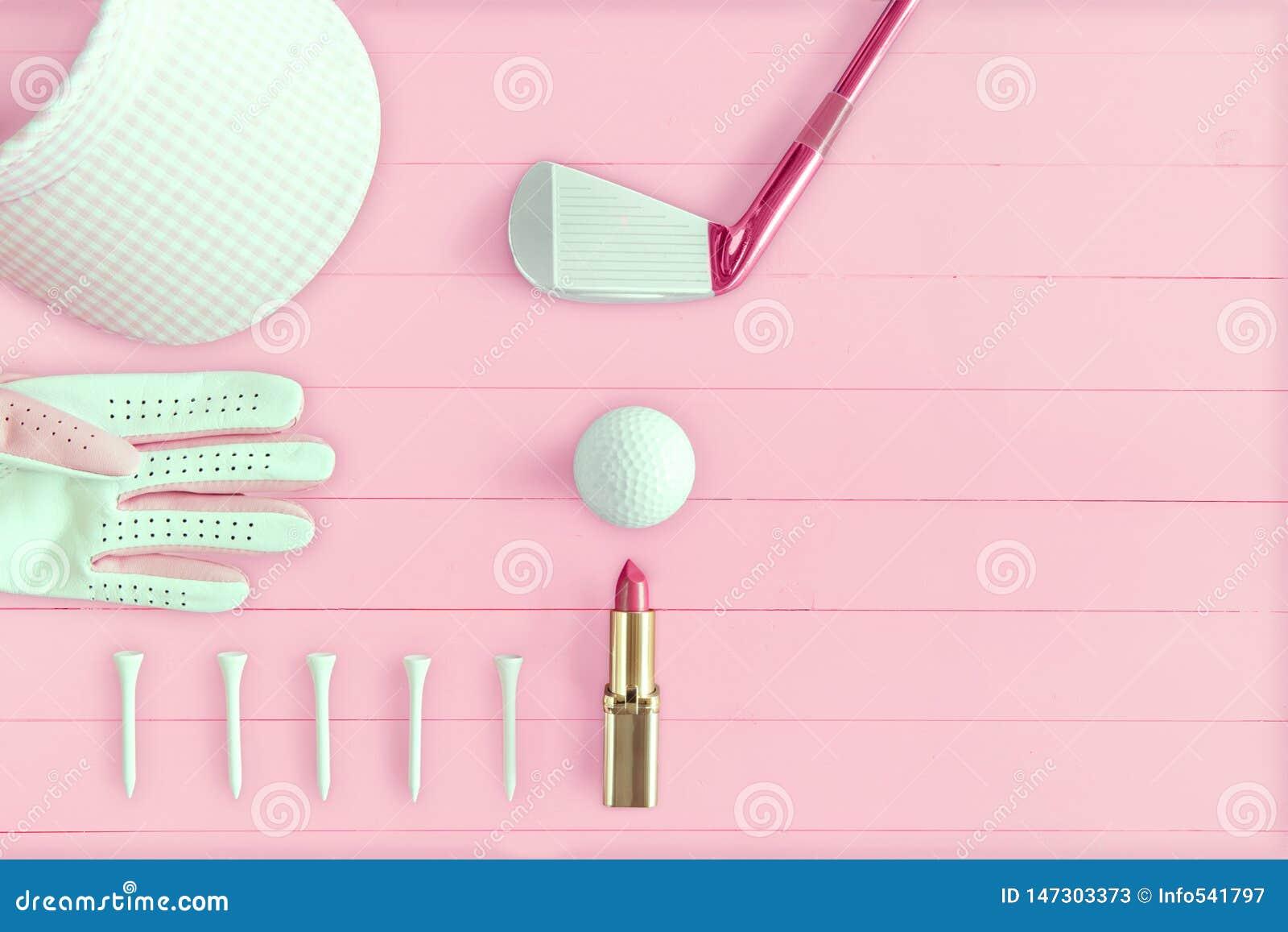 Golfklubb, golfboll, golfhandske, utslagsplatser och golfskärm på rosa trä