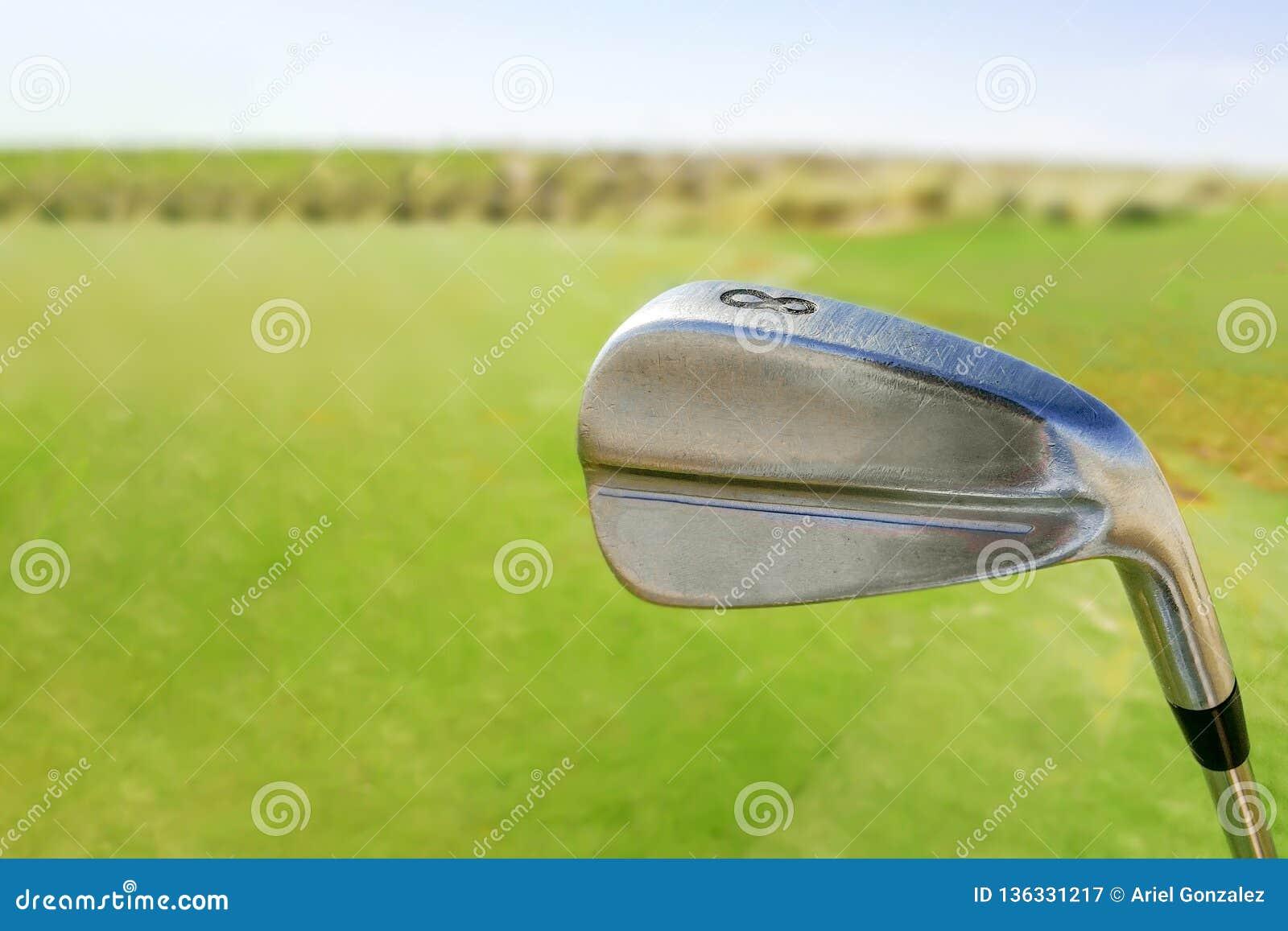 Golfklubb på kurs