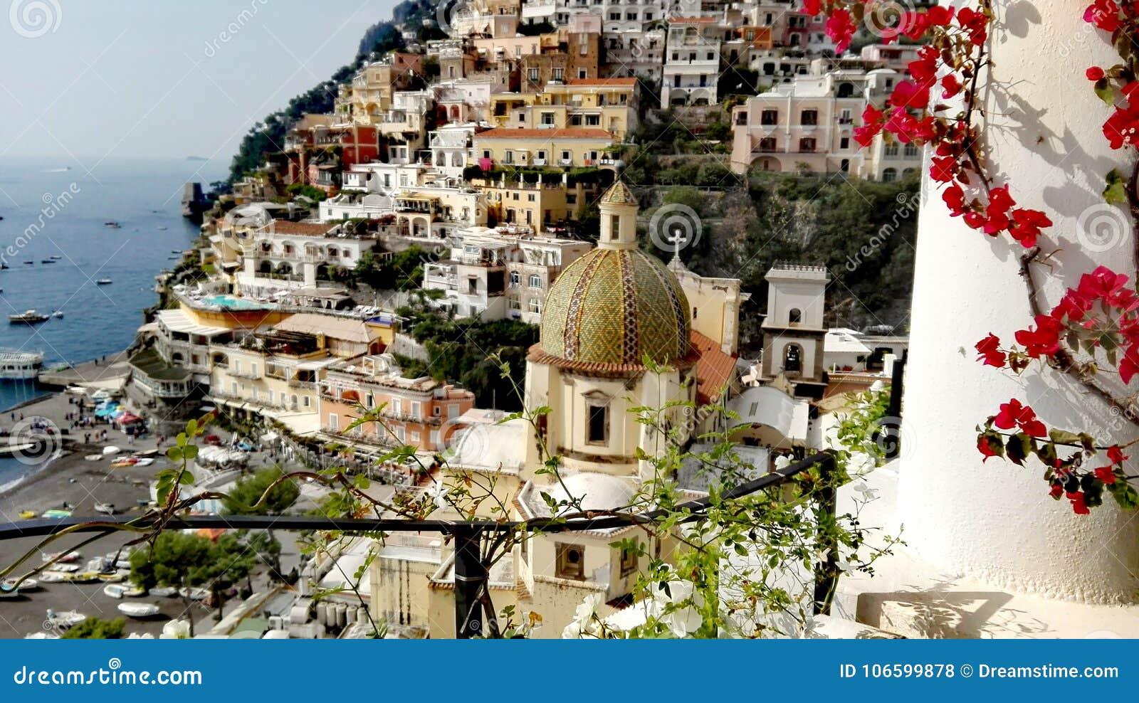 Golfo de Italia del Campania de Positano de Salerno la perla del inolvidable vertical de la ciudad hermosa de la naturaleza del t