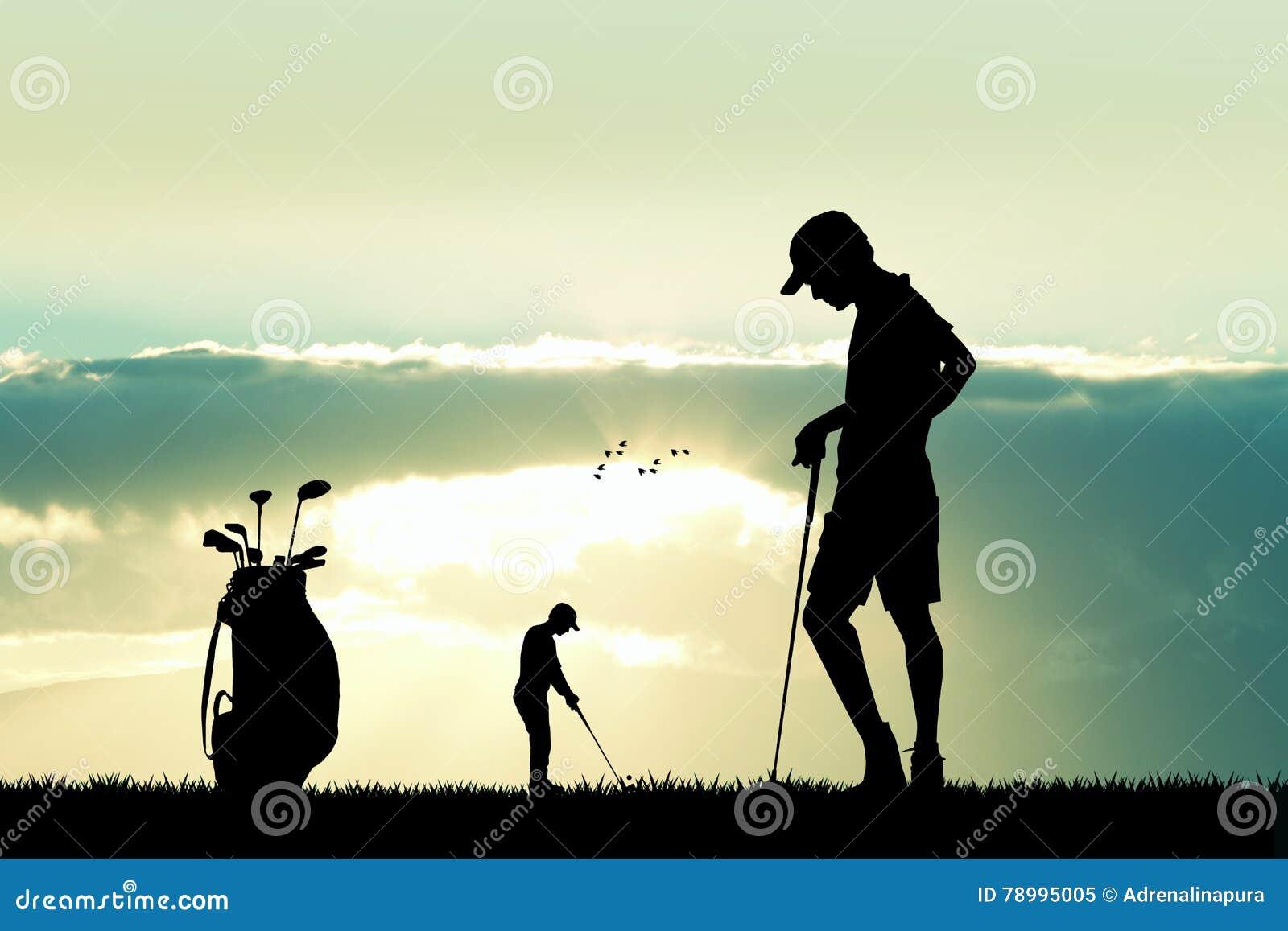 Golfspeler bij zonsondergang
