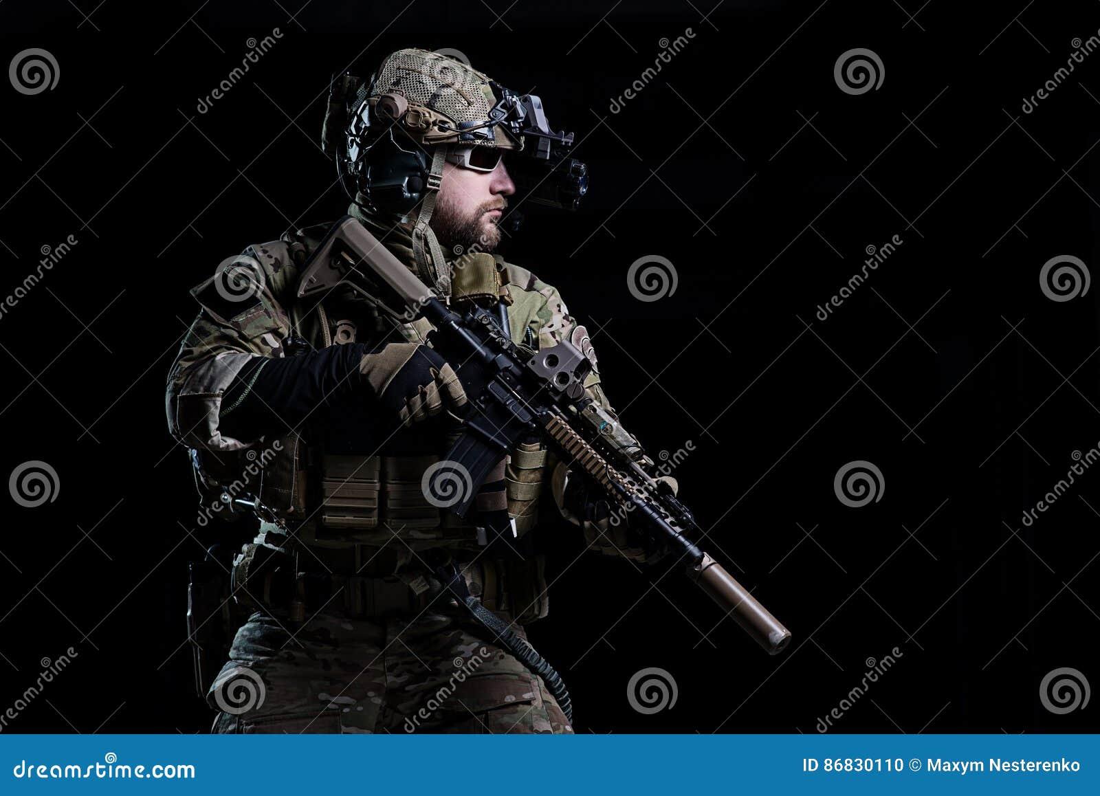 GOLPE VIOLENTO del soldado de los ops de espec.