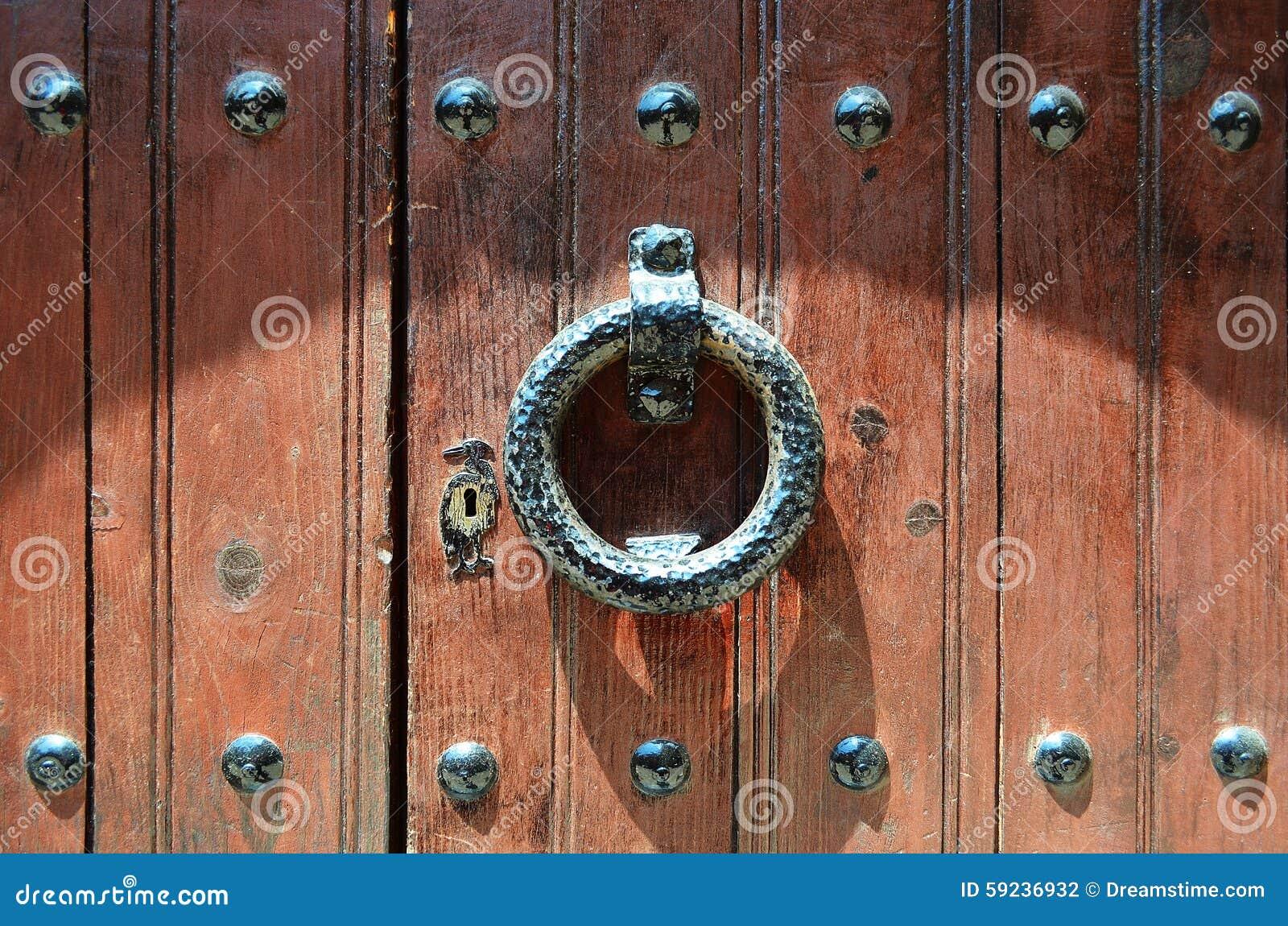 Golpeador de puerta viejo