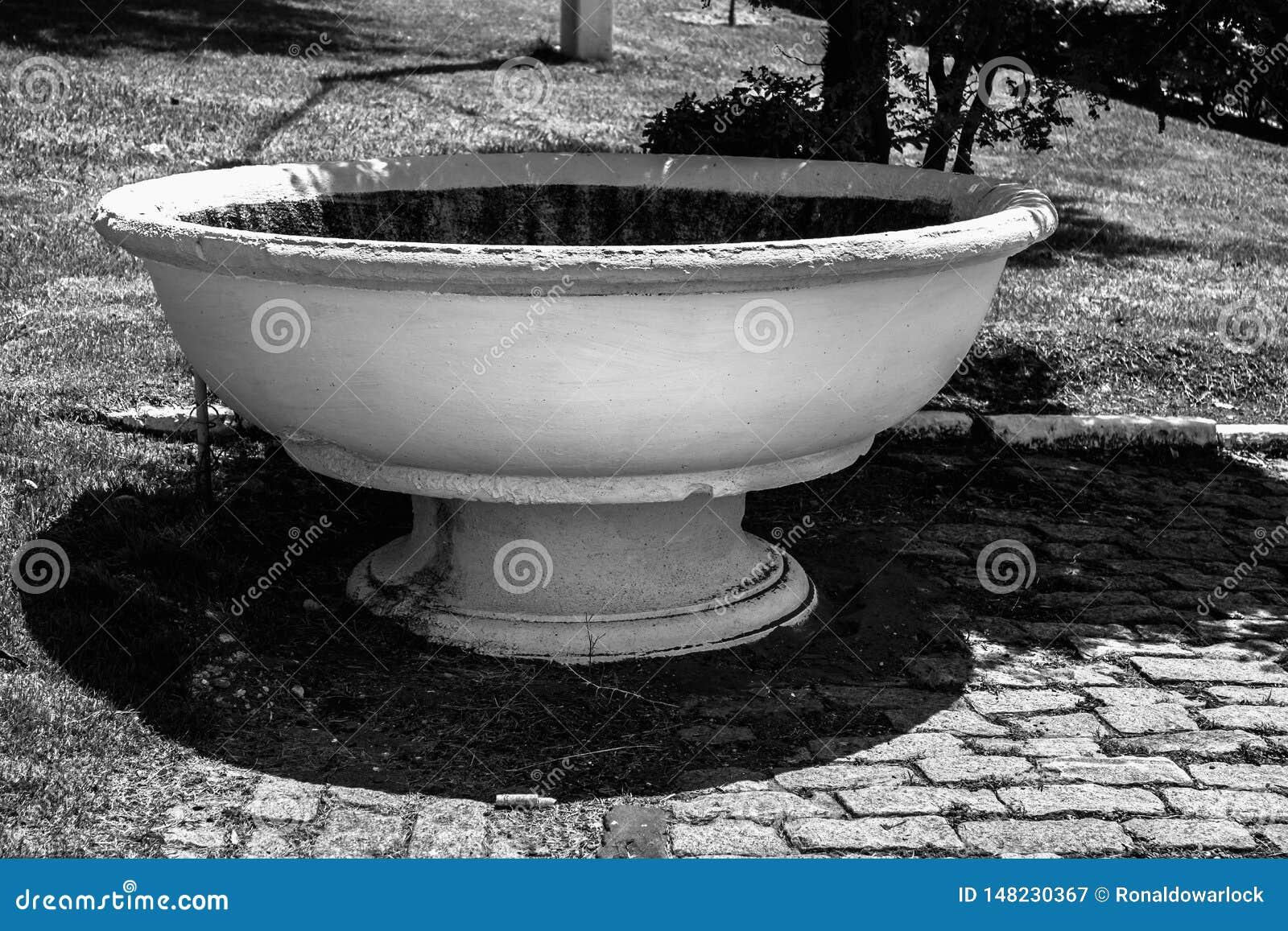 Golpecito del metal del agua potable directa