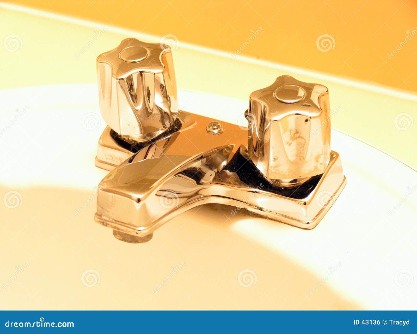 Download Golpecitos de oro foto de archivo. Imagen de bathroom, golpecito - 43136